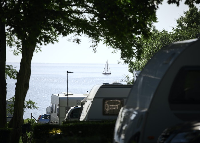 Campingplads med udsigt til vand