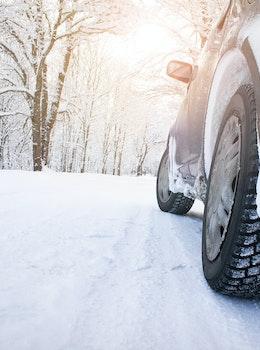 bil i sne