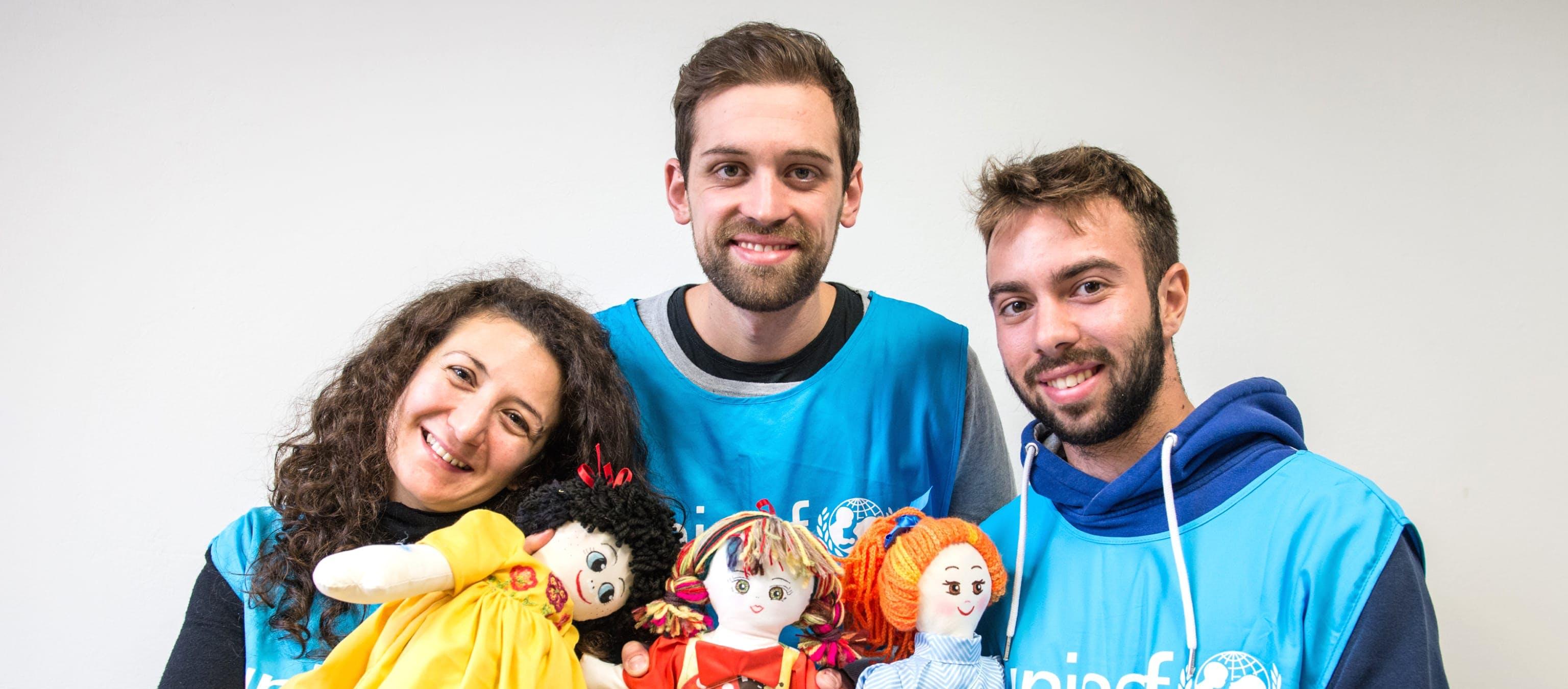 I volontari di UNICEF Italia con la pigotta