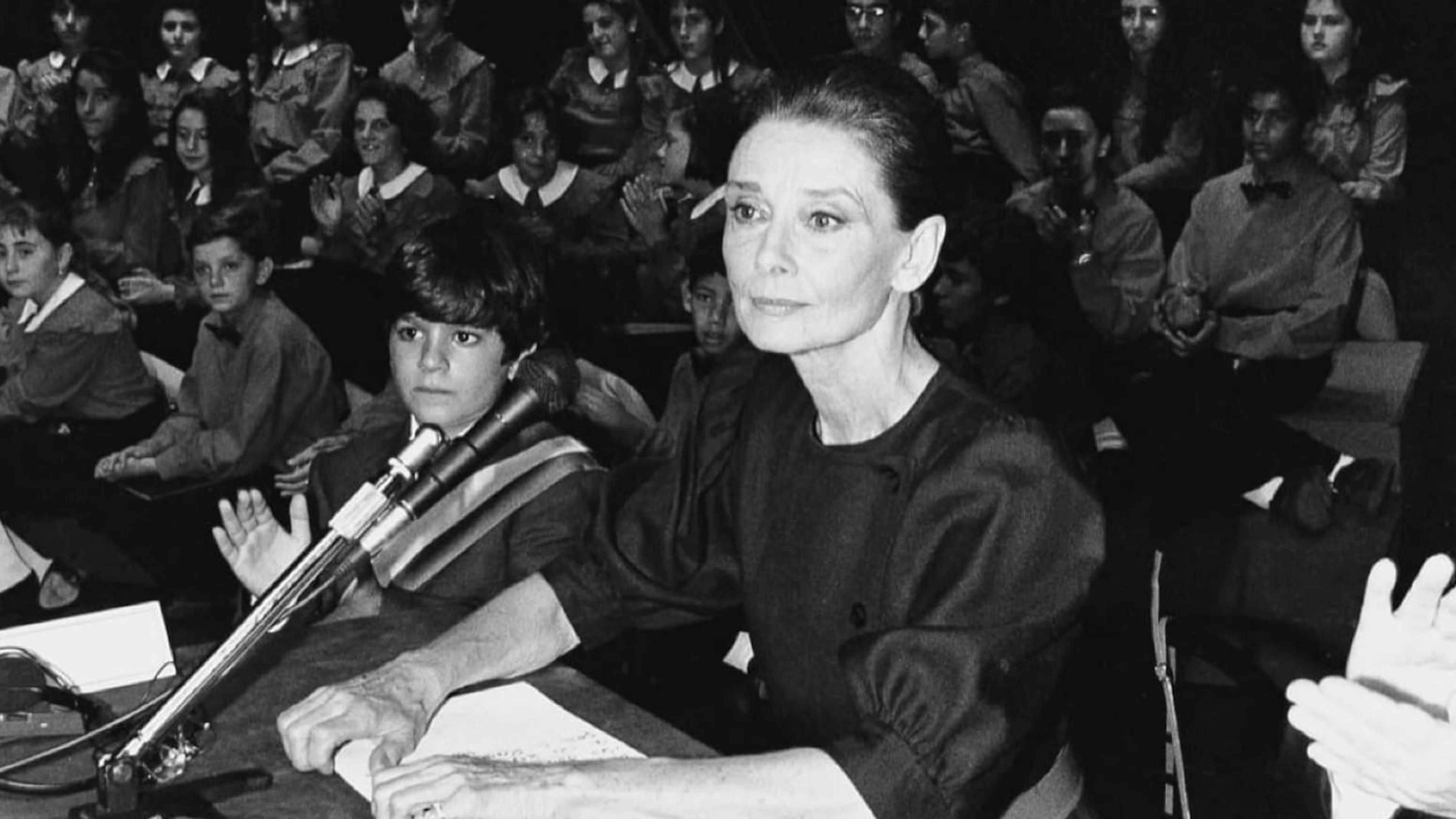 Audrey Hepburn è Goodwill Ambassador dell'UNICEF per i diritti dei bambini