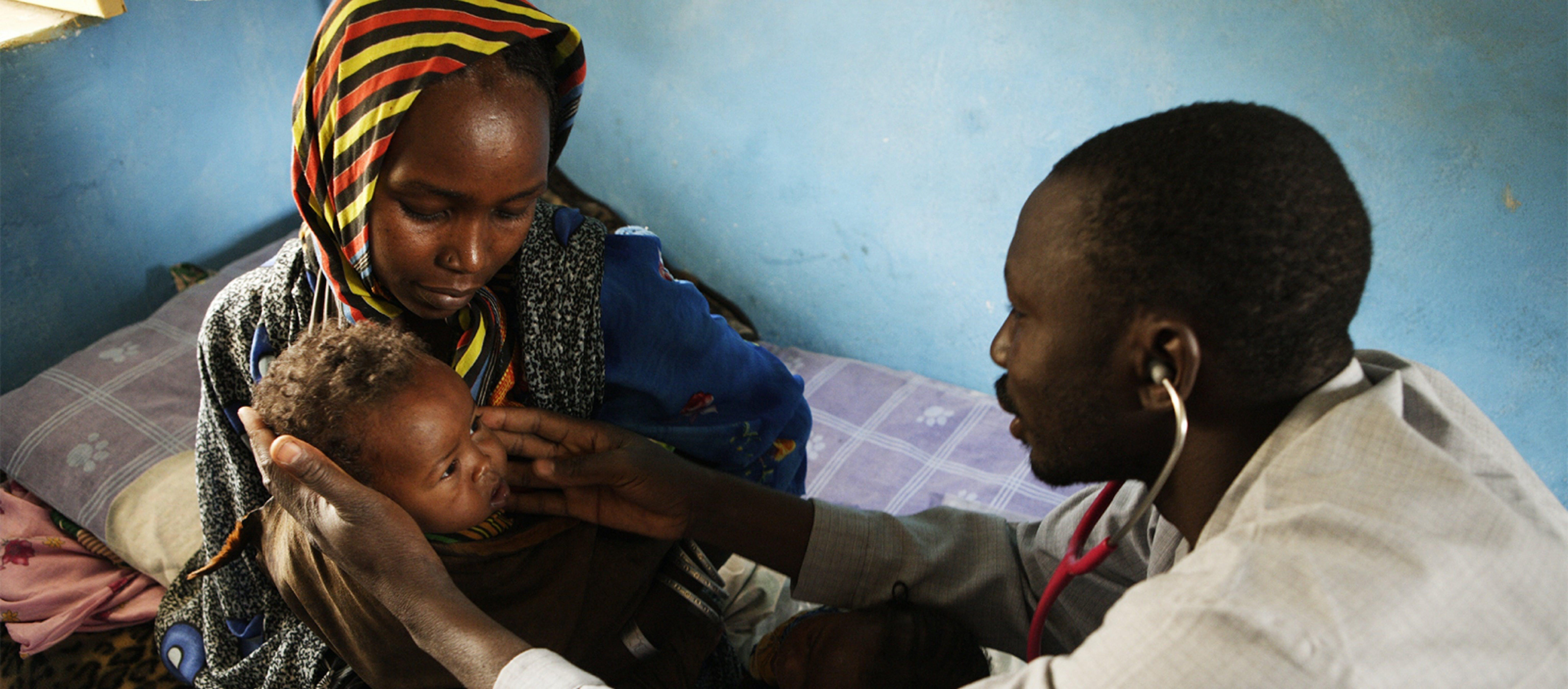 Visita medica in un ospedale del Ciad