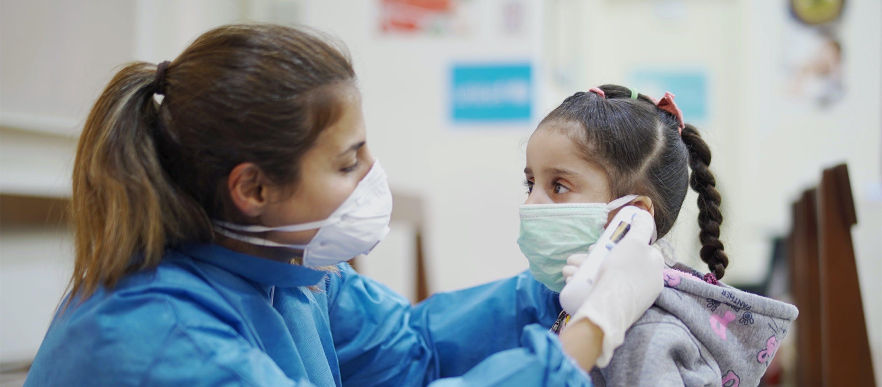 emergenza covid-19, bambina con mascherina