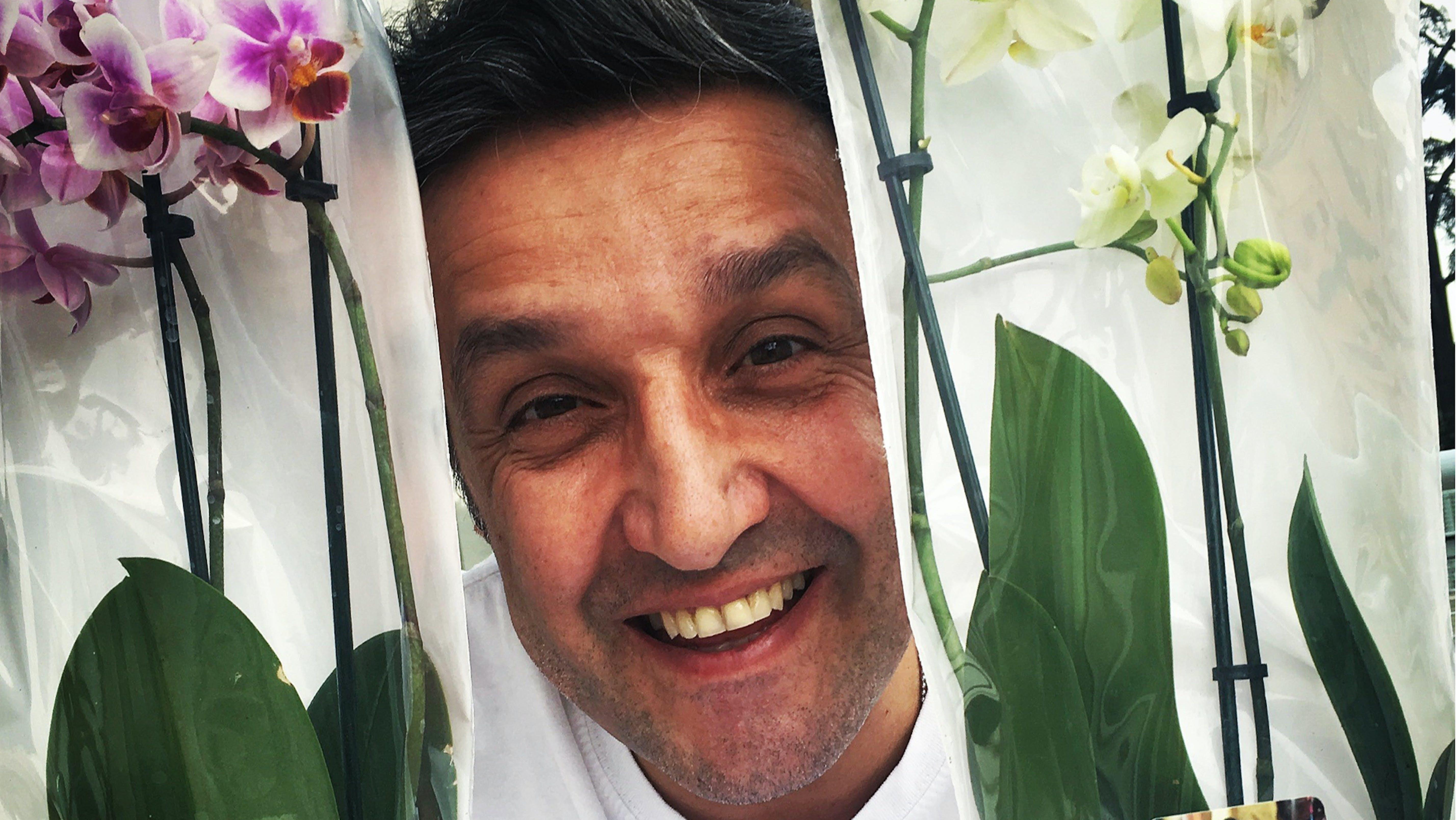 Il nostro Flavio Insinna con le orchidee UNICEF