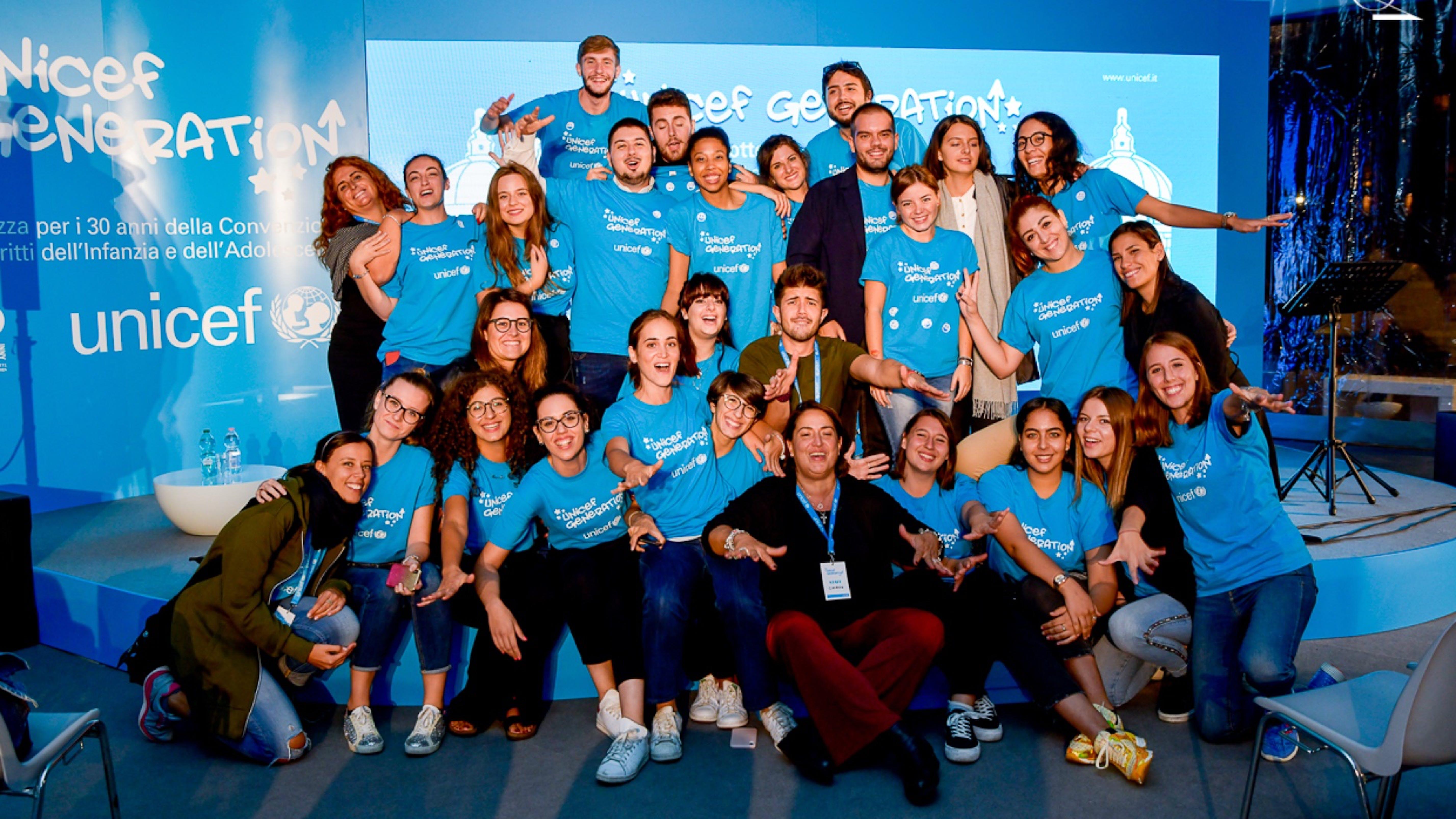 Gruppo di volontari UNICEF Generation a Roma