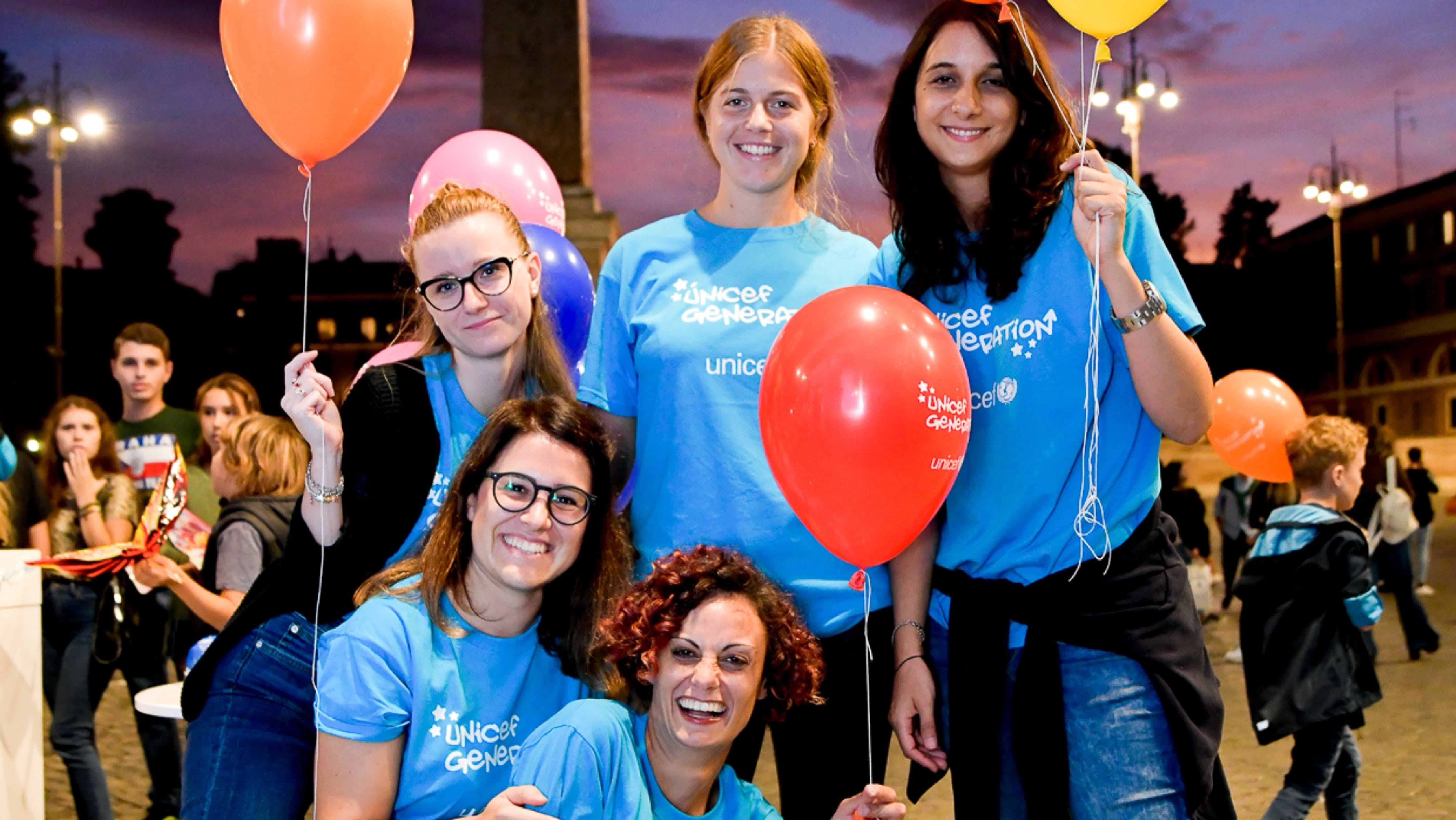 Volontari UNICEF Generation sorridono