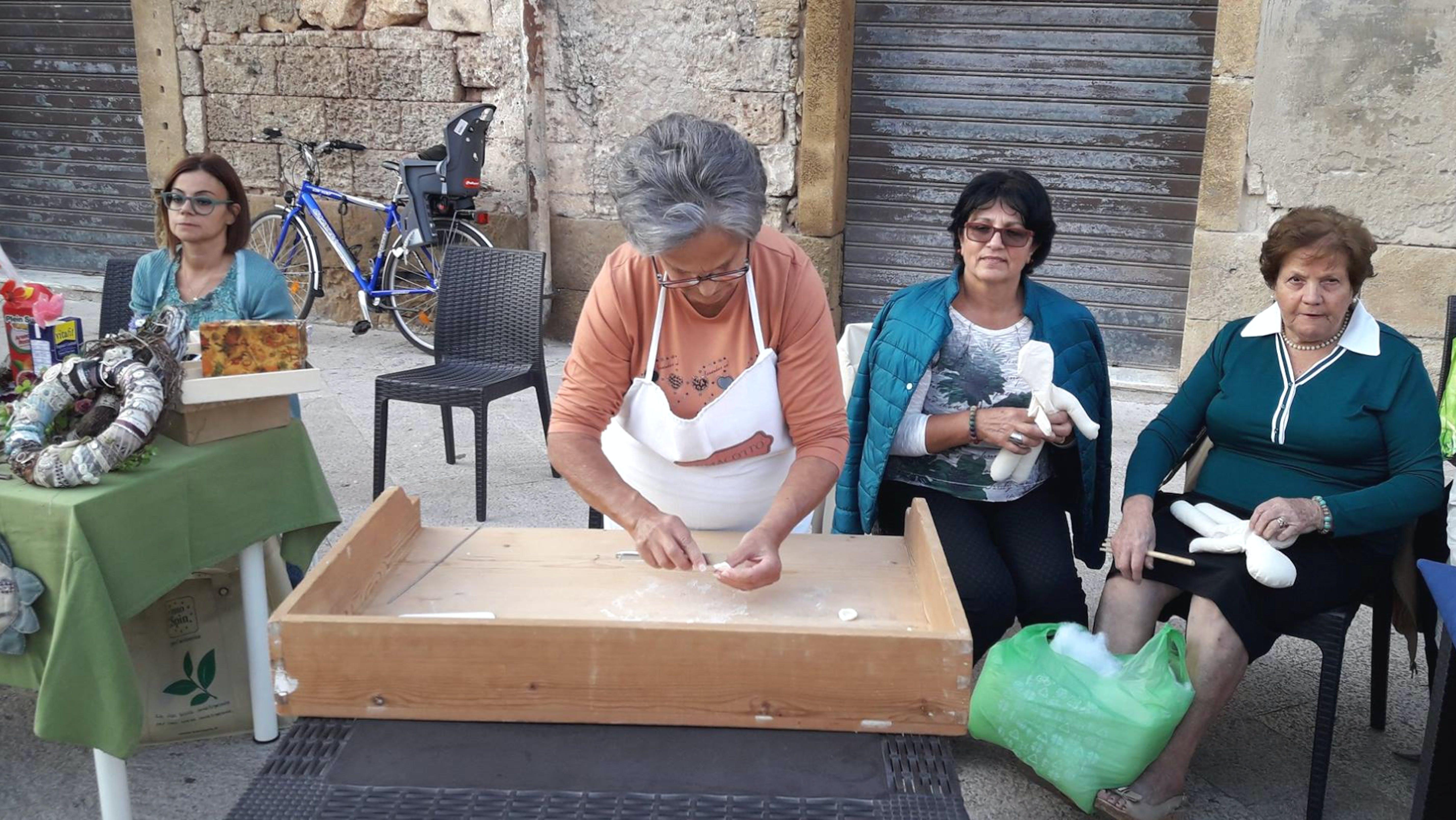 Laboratorio di pasta fatta in casa, anzi in piazza, a Brindisi