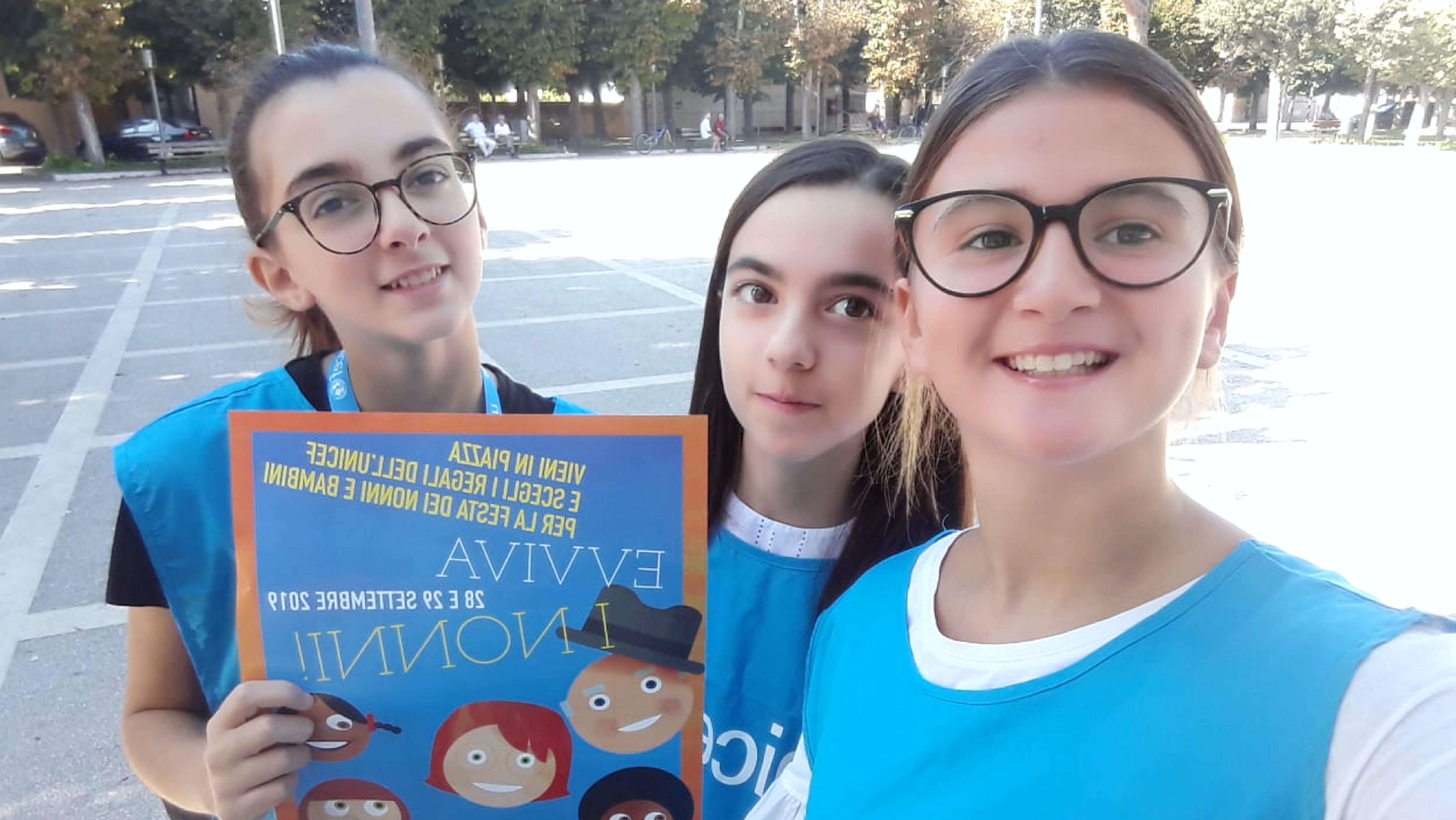 Giovanissime volontarie a Lecce
