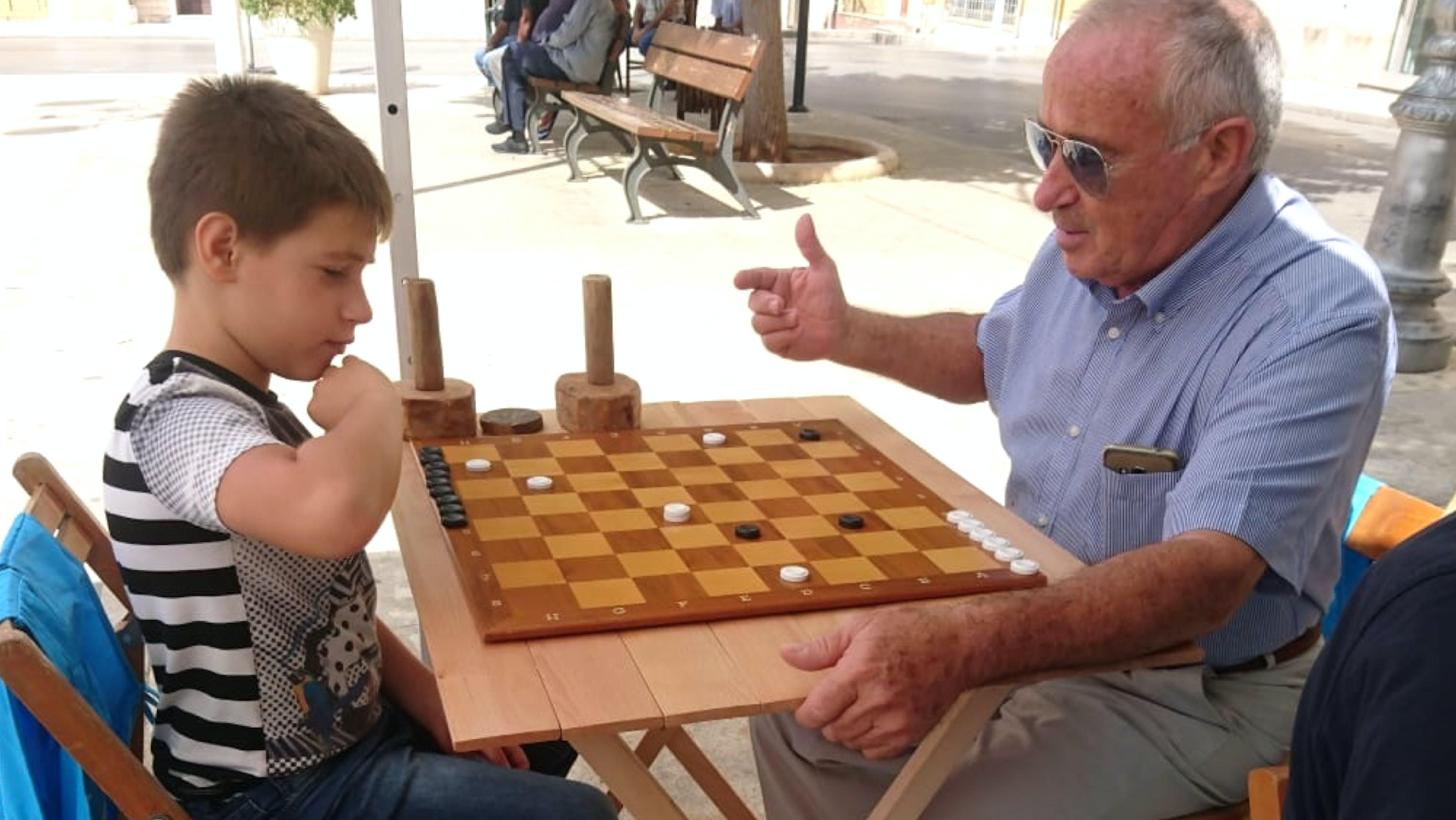 Sfida accesissima tra nonno e nipote in provincia di Ragusa