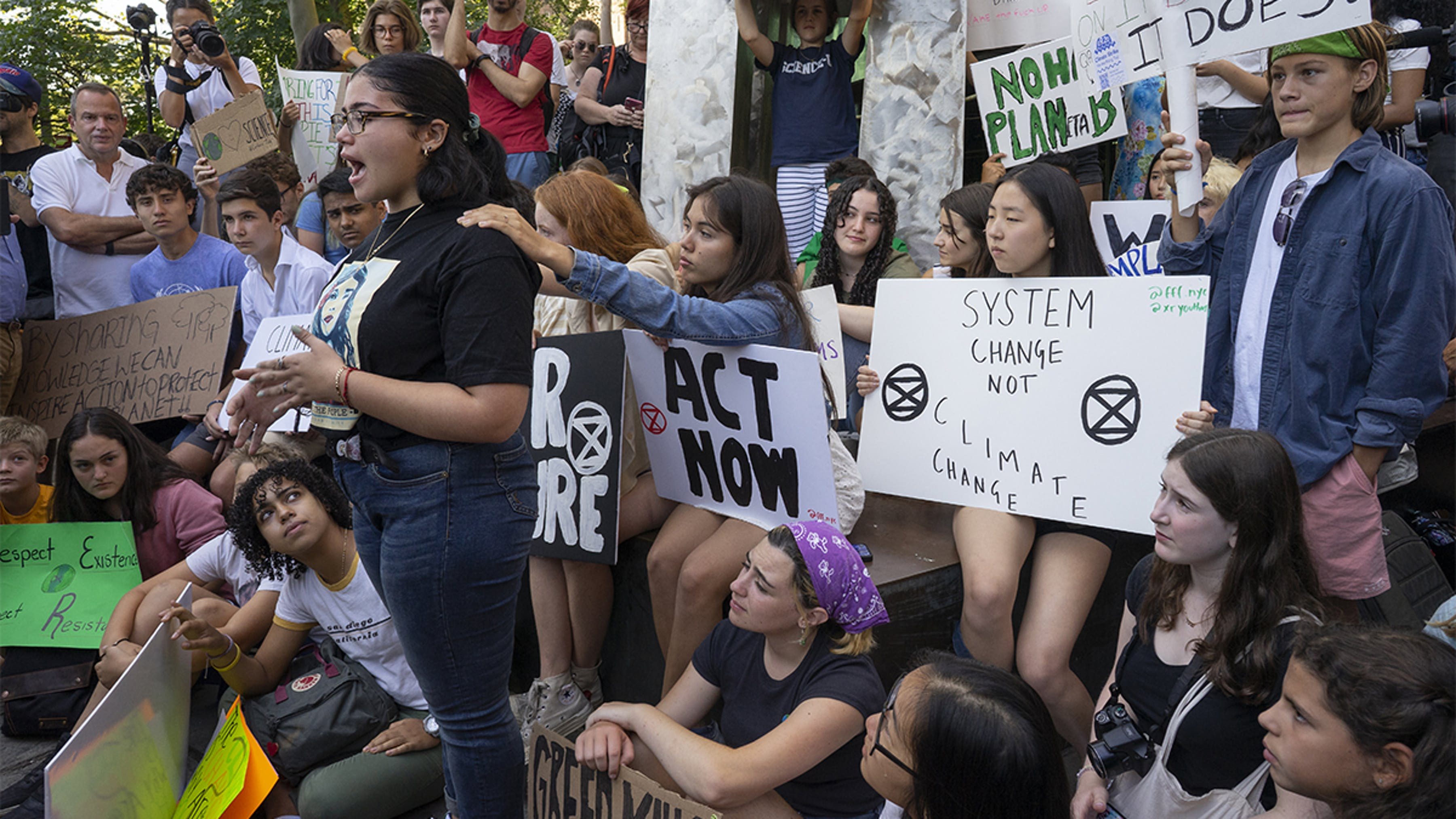 New York, giovani attivisti per il clima durante una manifestazione.