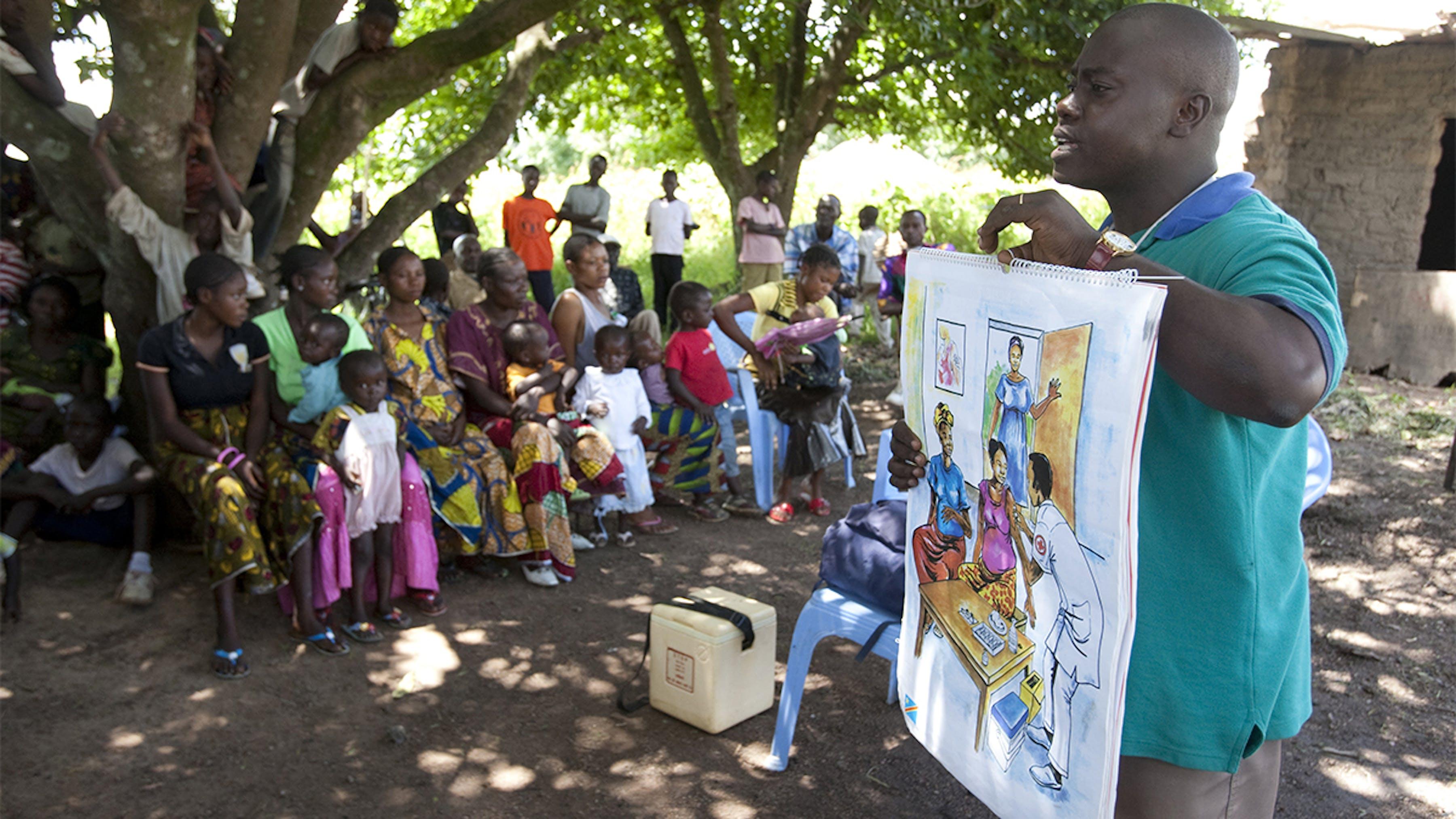 Congo, un operatore sanitario diffonde con un manifesto l'importanza della vaccinazione contro il tetano