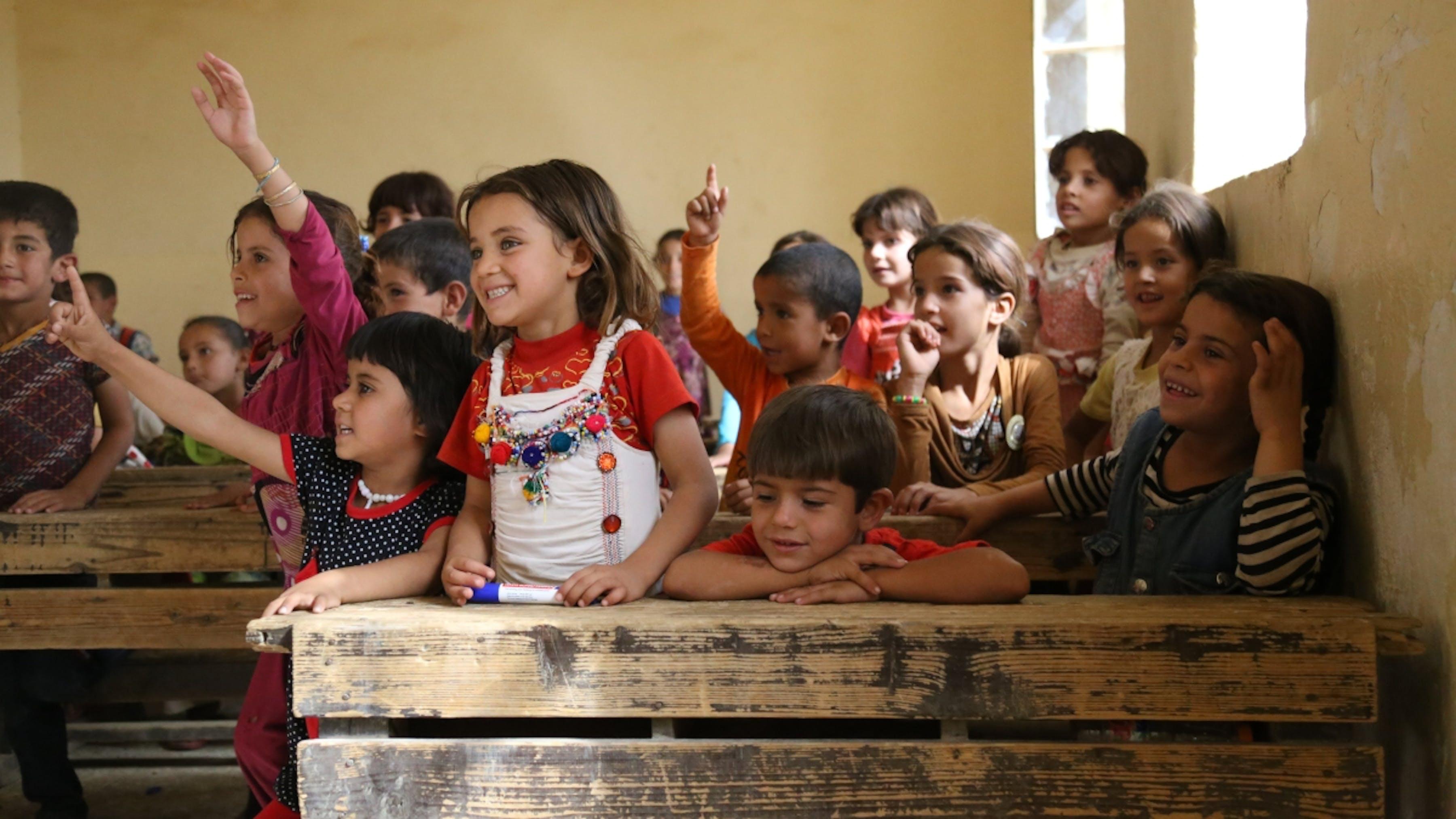 Iraq, bambini rifugiati nella scuola appena ricostruita.