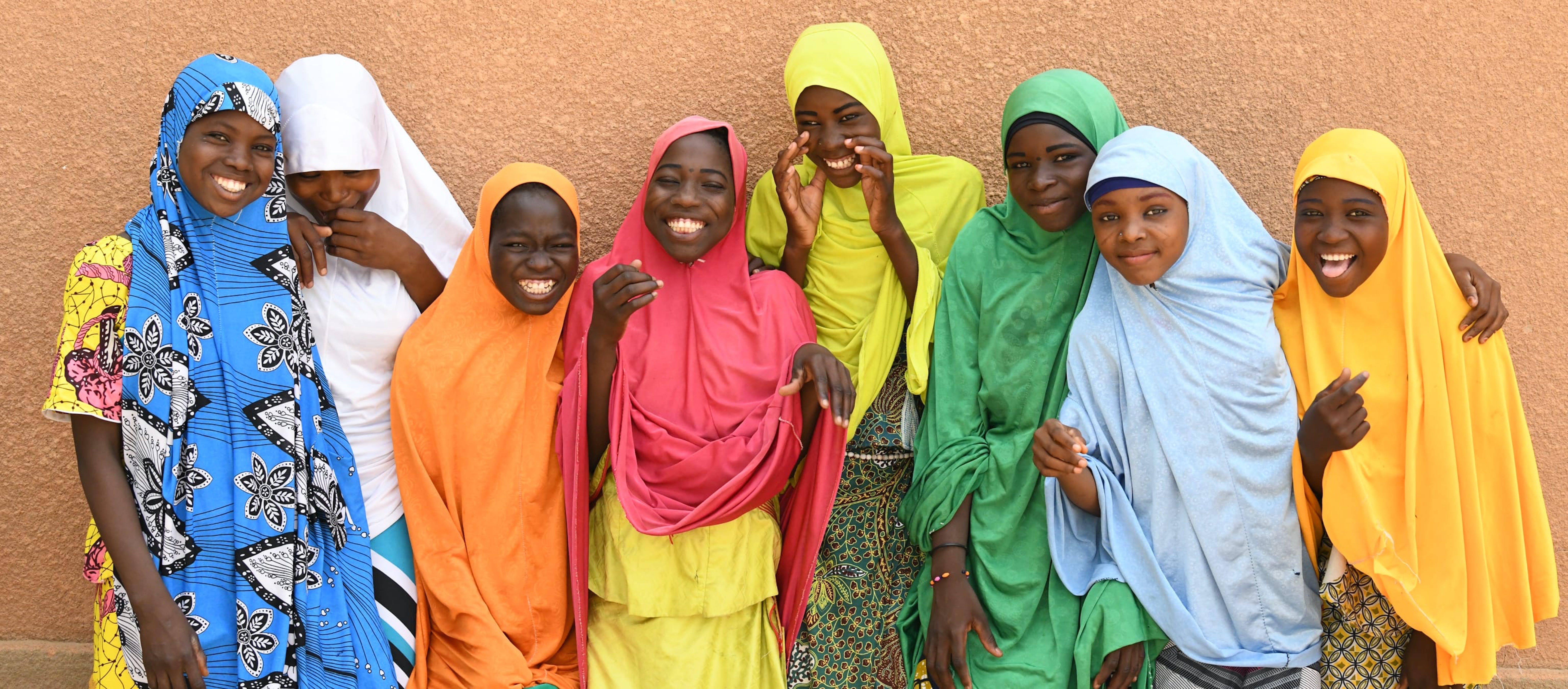 Gruppo di raagazze felici in hijab