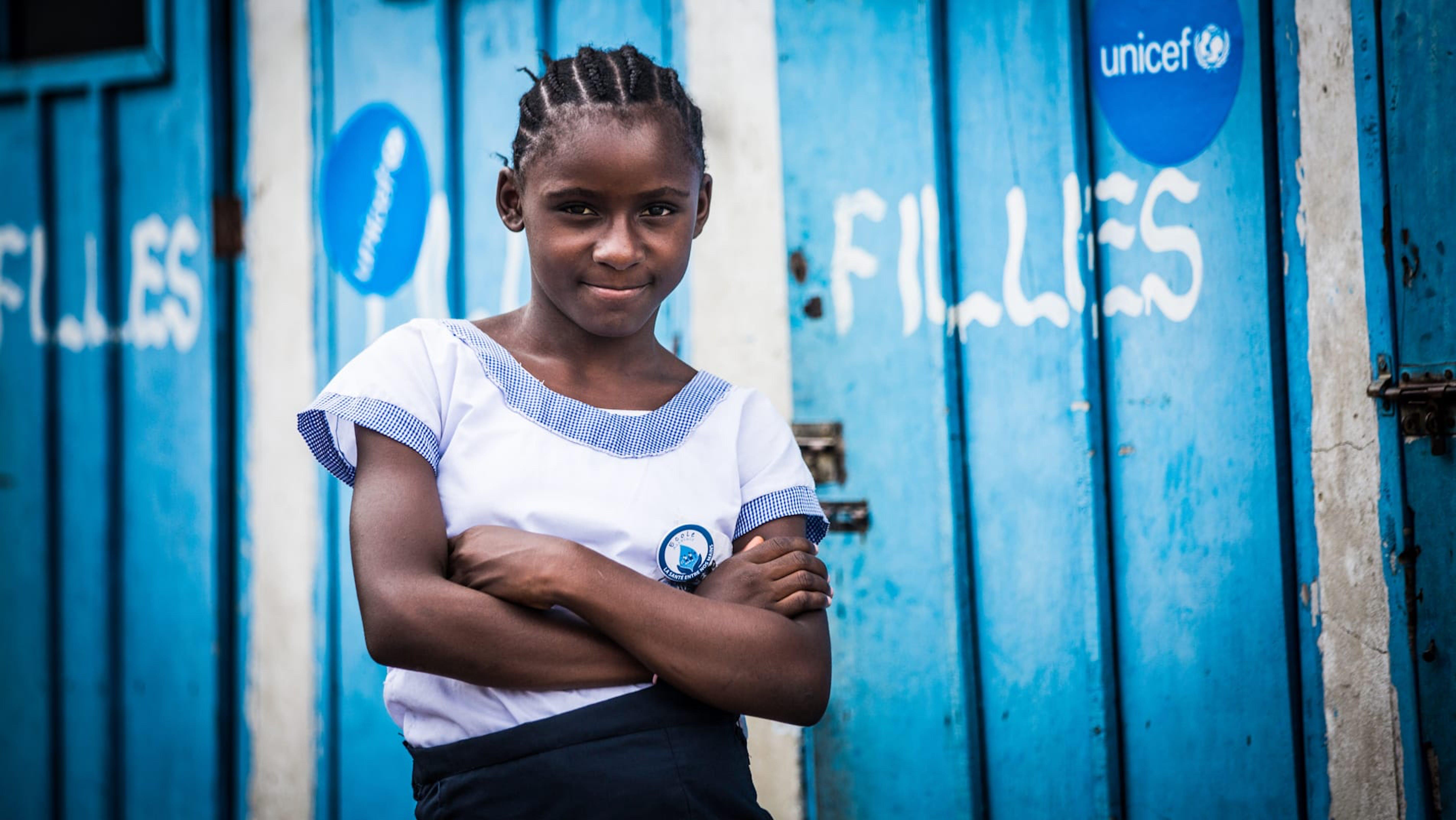 Congo, Rachel, 12 anni, ispettore di latrina della Scuola Primaria Marie Madeleinw.