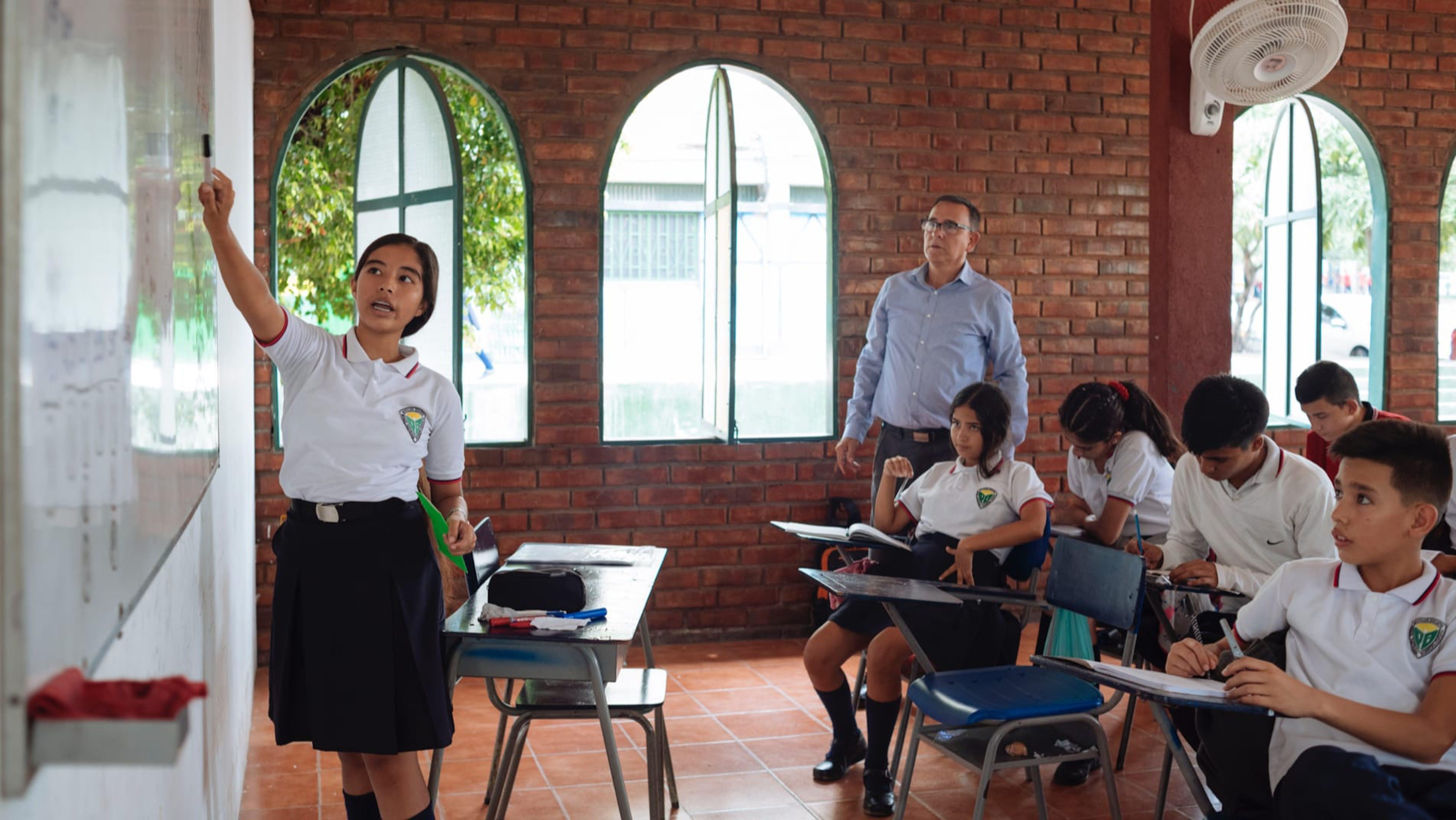 Una classe di studenti in Colombia. Il 70% di questi sono venezuelani che attraversano il confine del proprio paese ogni mattina.