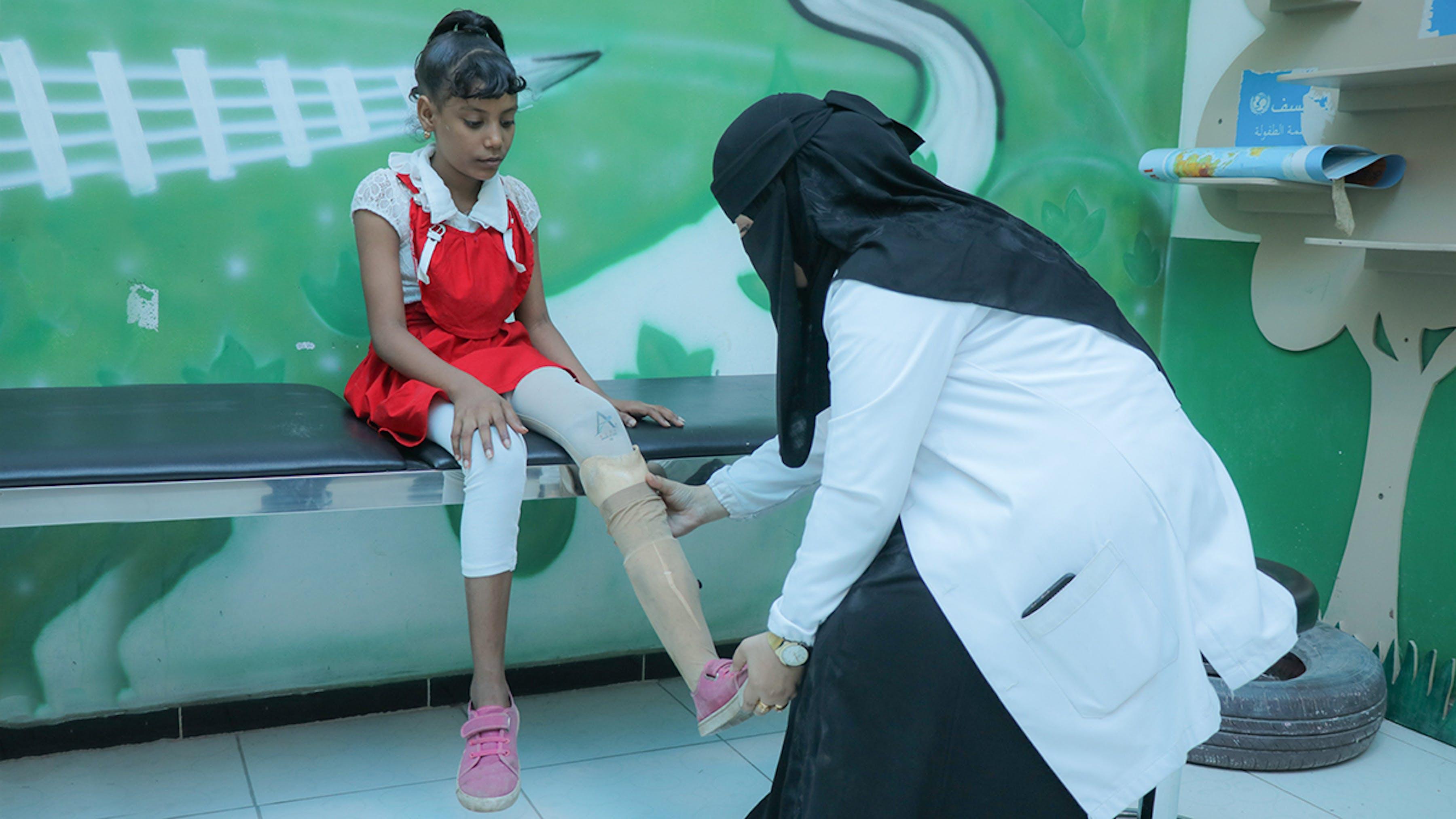 bambina protesi