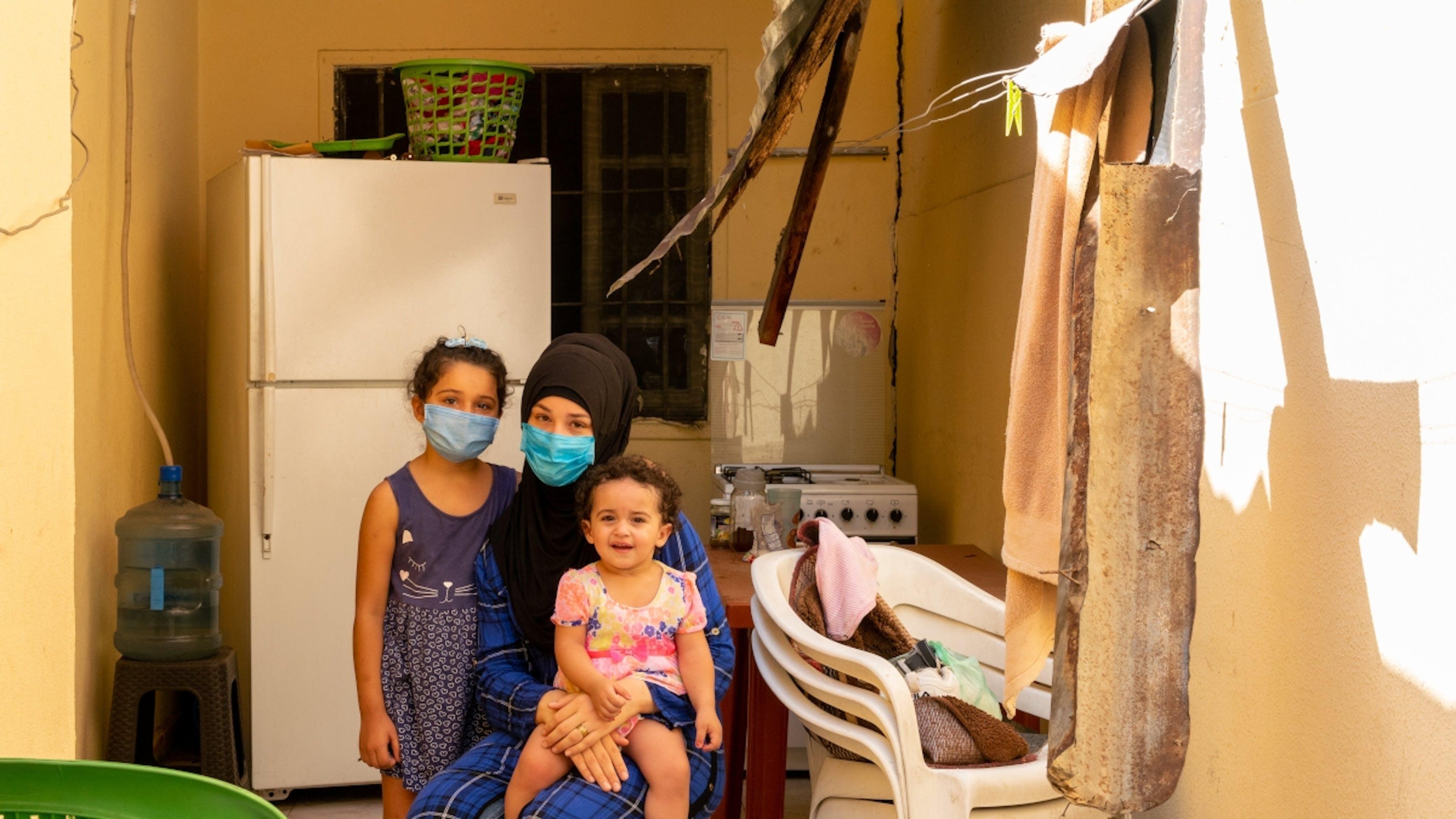 Libano, una famiglia colpita dalle esplosioni di Beirut.