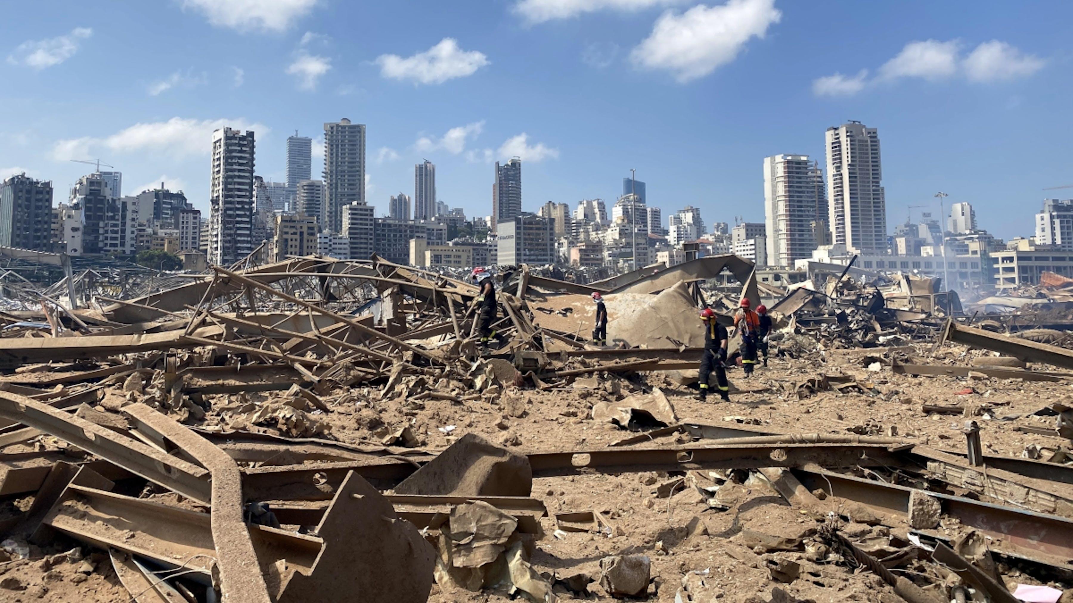 Libano, la zona portuale di Beirut colpita dalle esplosioni.