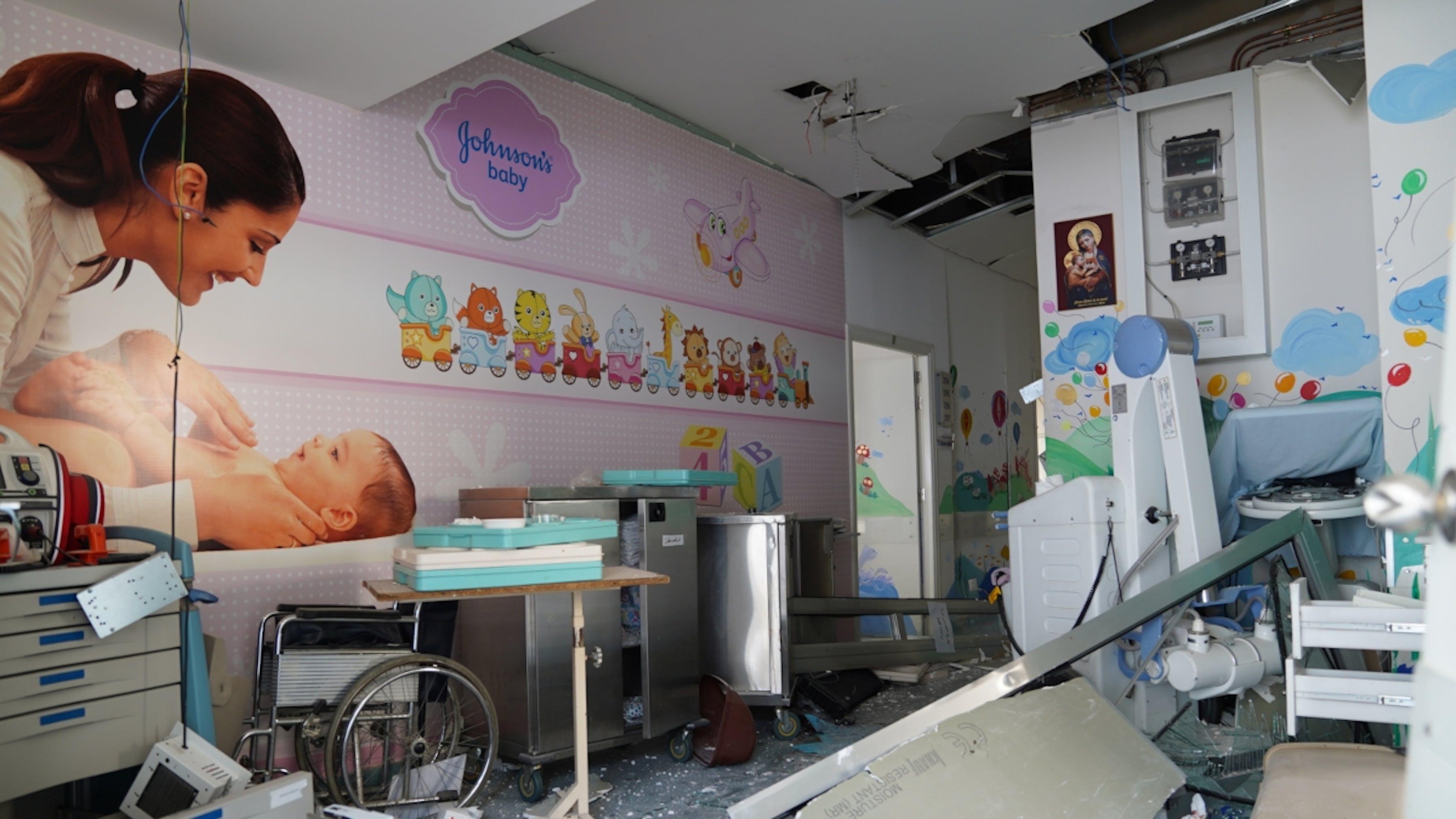 Libano, l'ospedale governativo Karantina di Beirut gravemente danneggiato dalle esplosioni.