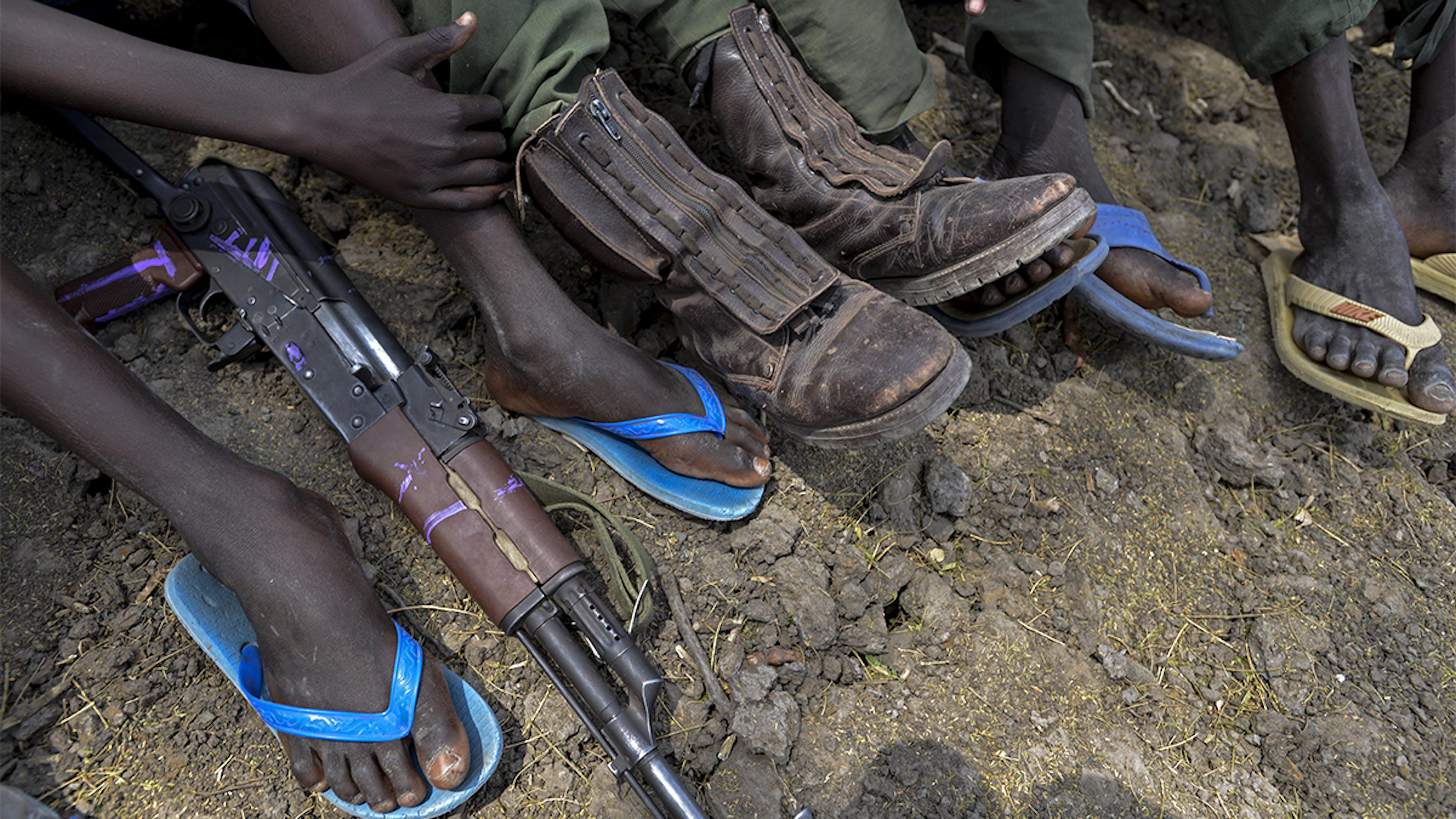 Sud sudan, alcuni bambini soldato attendono di essere rilasciati dai gruppi armati.
