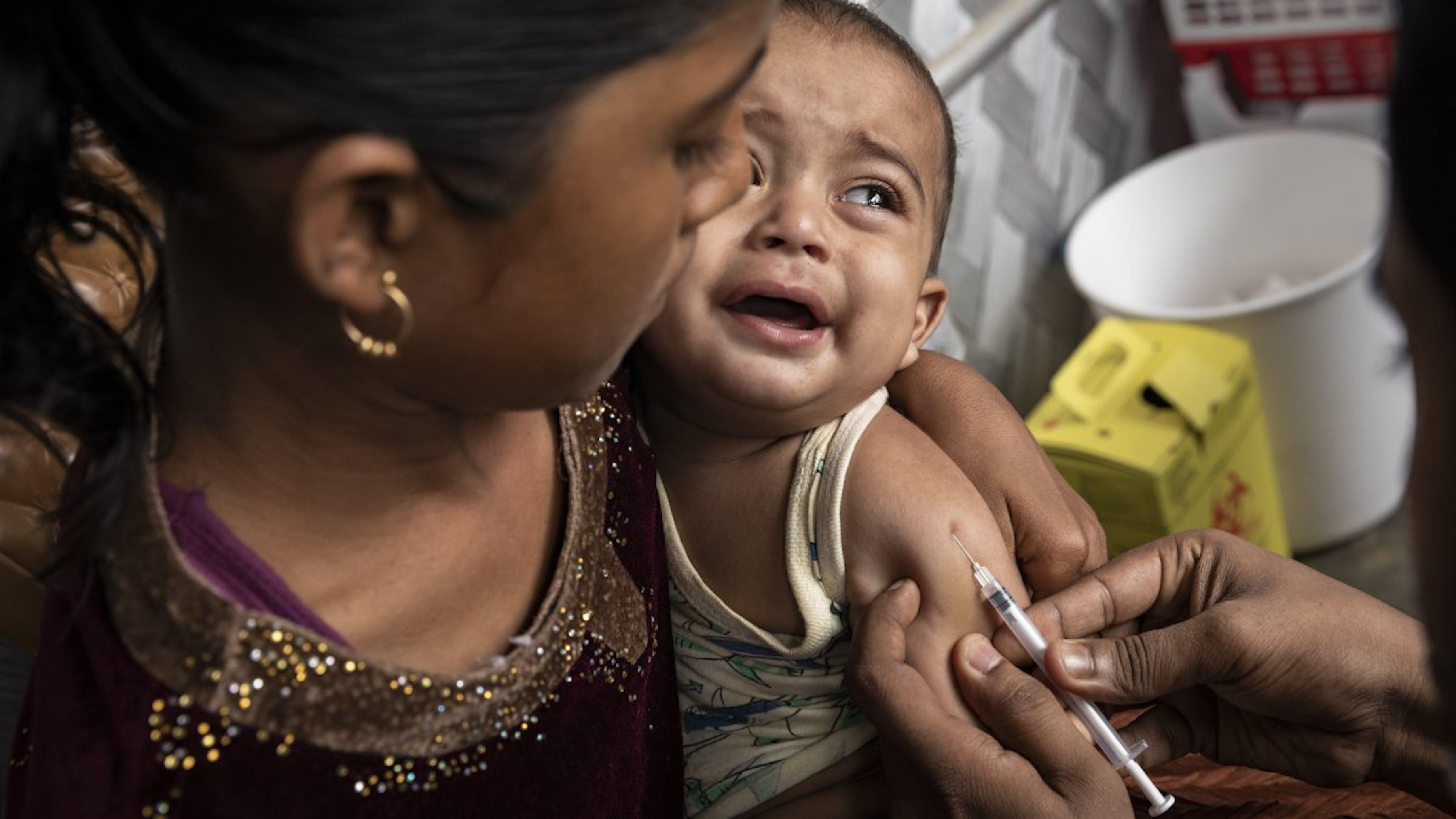 Bangladesh, vaccinazioni di routine per i bambini rifugiati rohingya del campo di Kutupalong