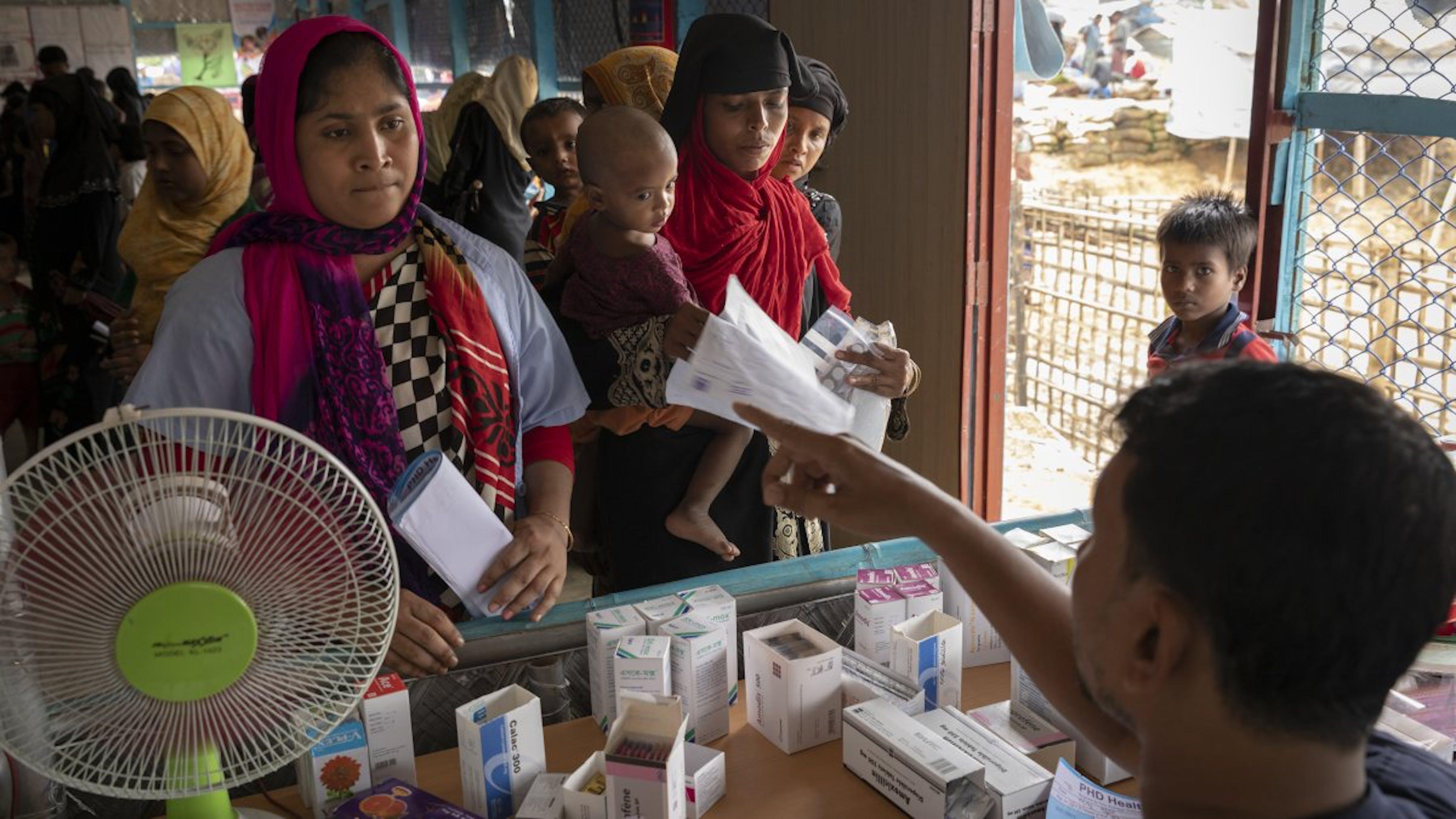 Bangladesh, distribuzione di farmaci ai rifugiati Rohingya