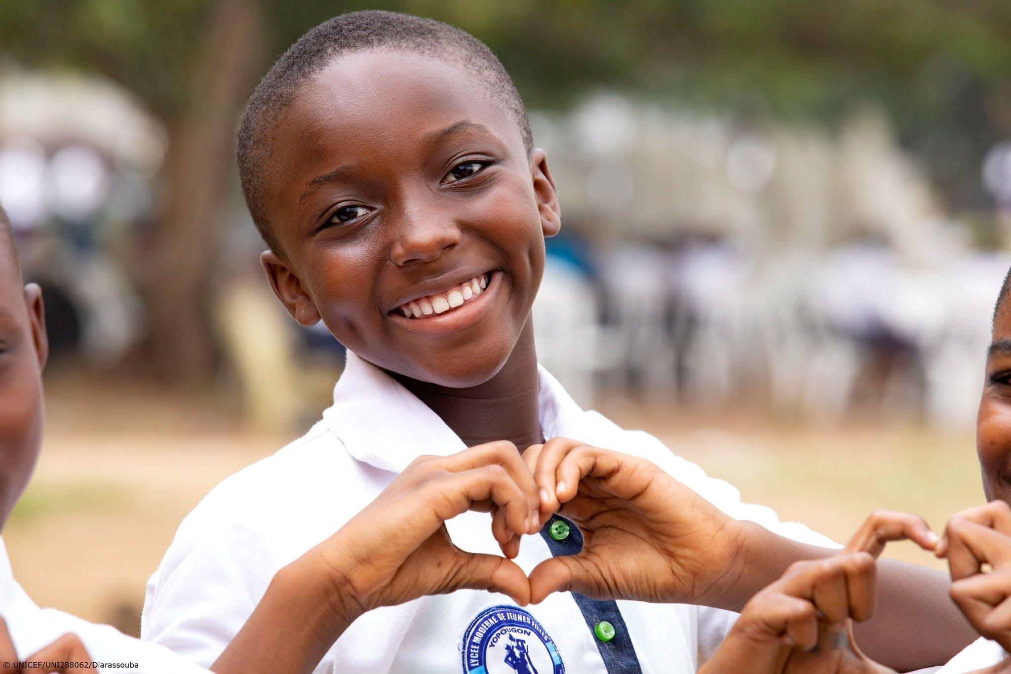 Bambino a scuola in Tanzania
