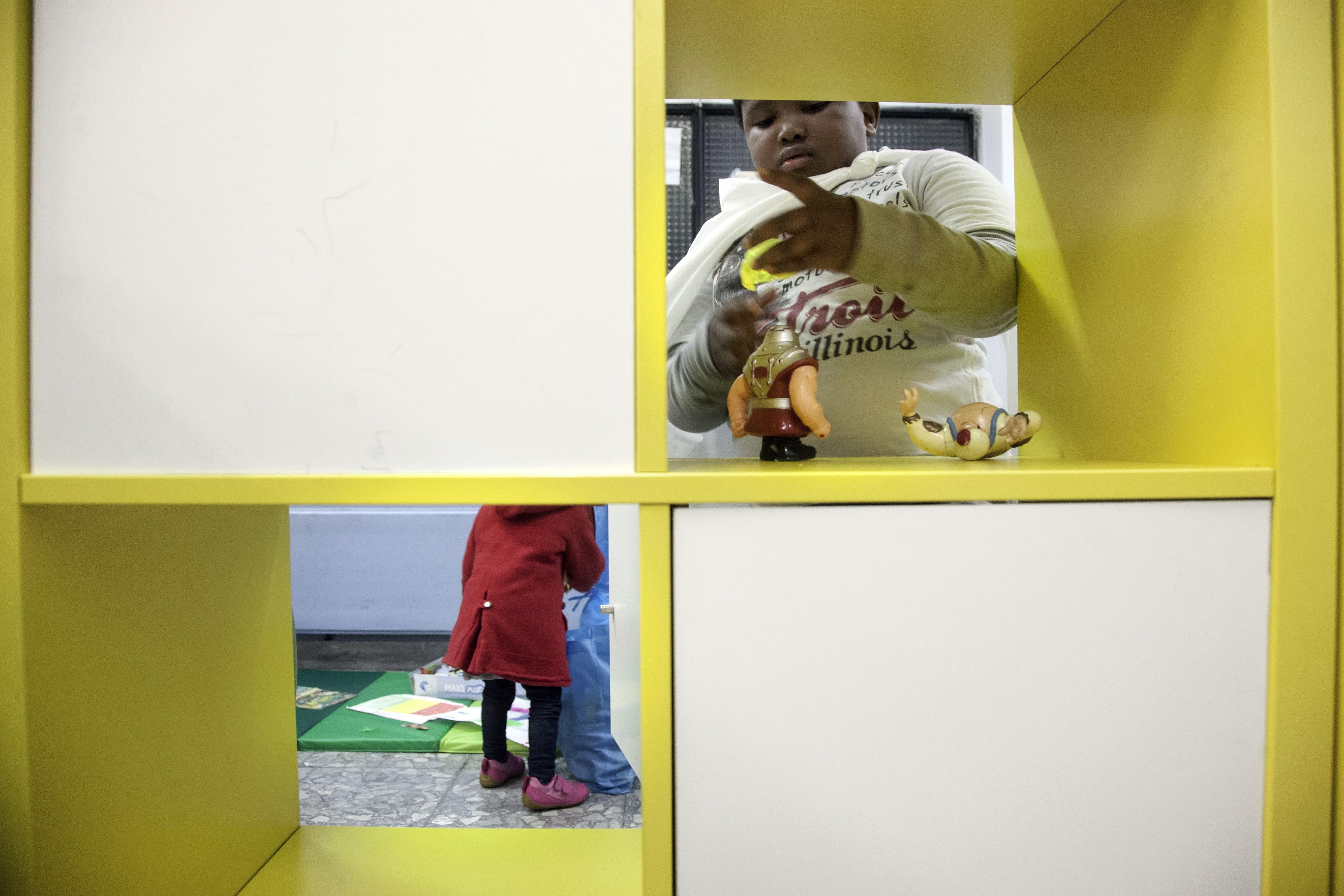 Minori in un centro diurno supportato dall'UNICEF a Roma