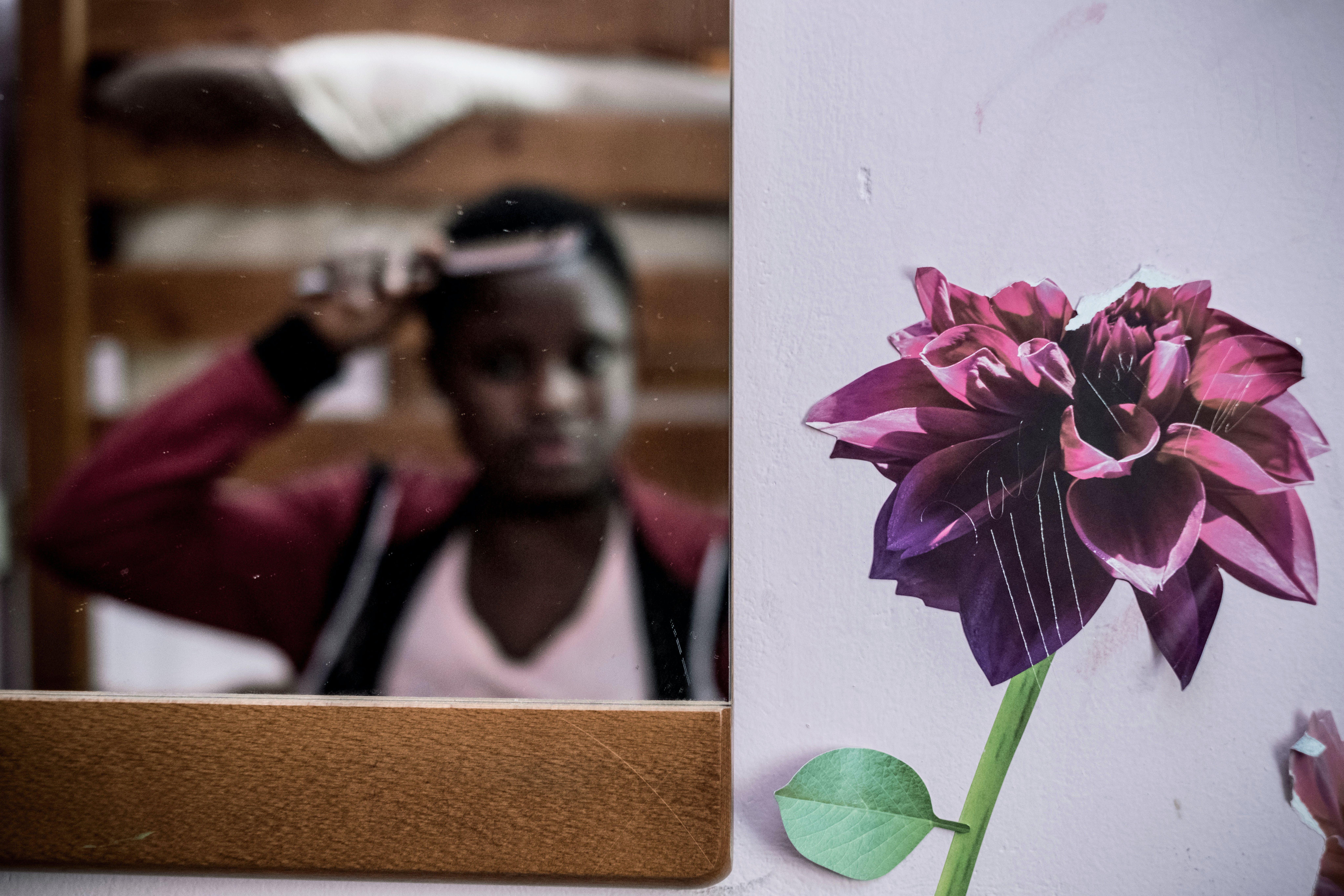 Osarugue, una giovane di origine nigeriana nel suo centro d'accoglienza