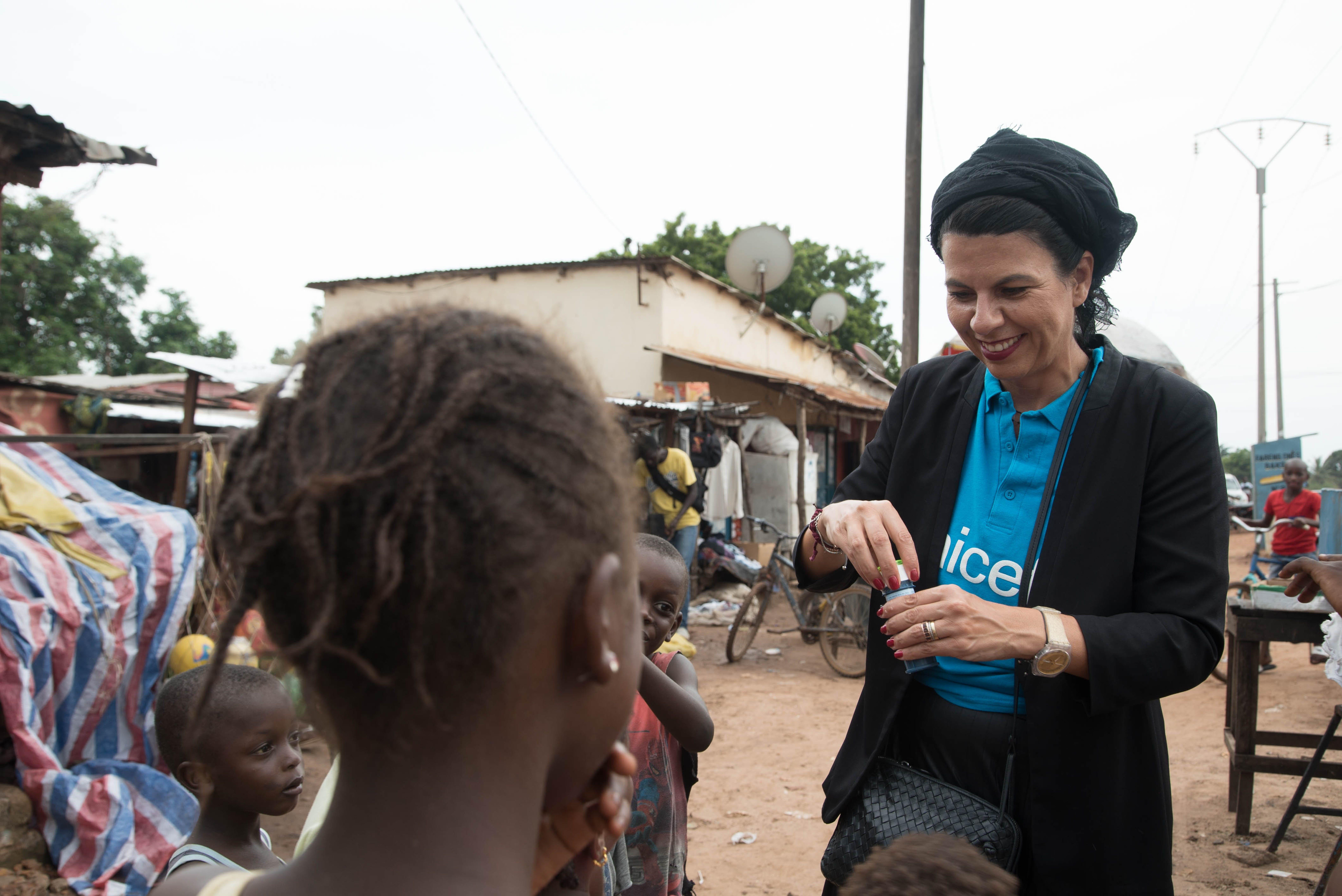Geppi Cucciari, in missione in Gambia con UNICEF nel 2019