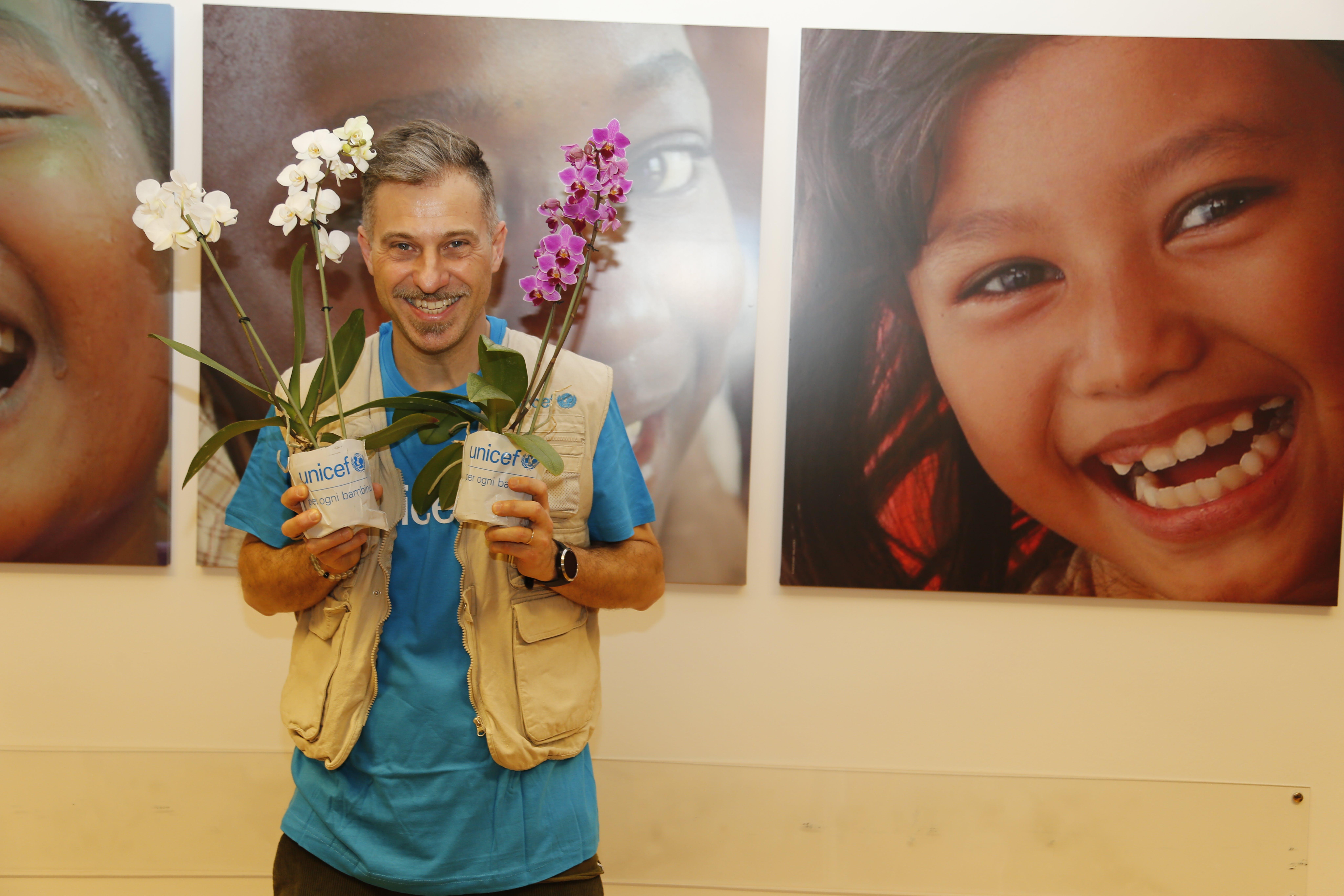 Gabriele Corsi, testimonial UNICEF, durante le riprese dello spot Orchidea 2020