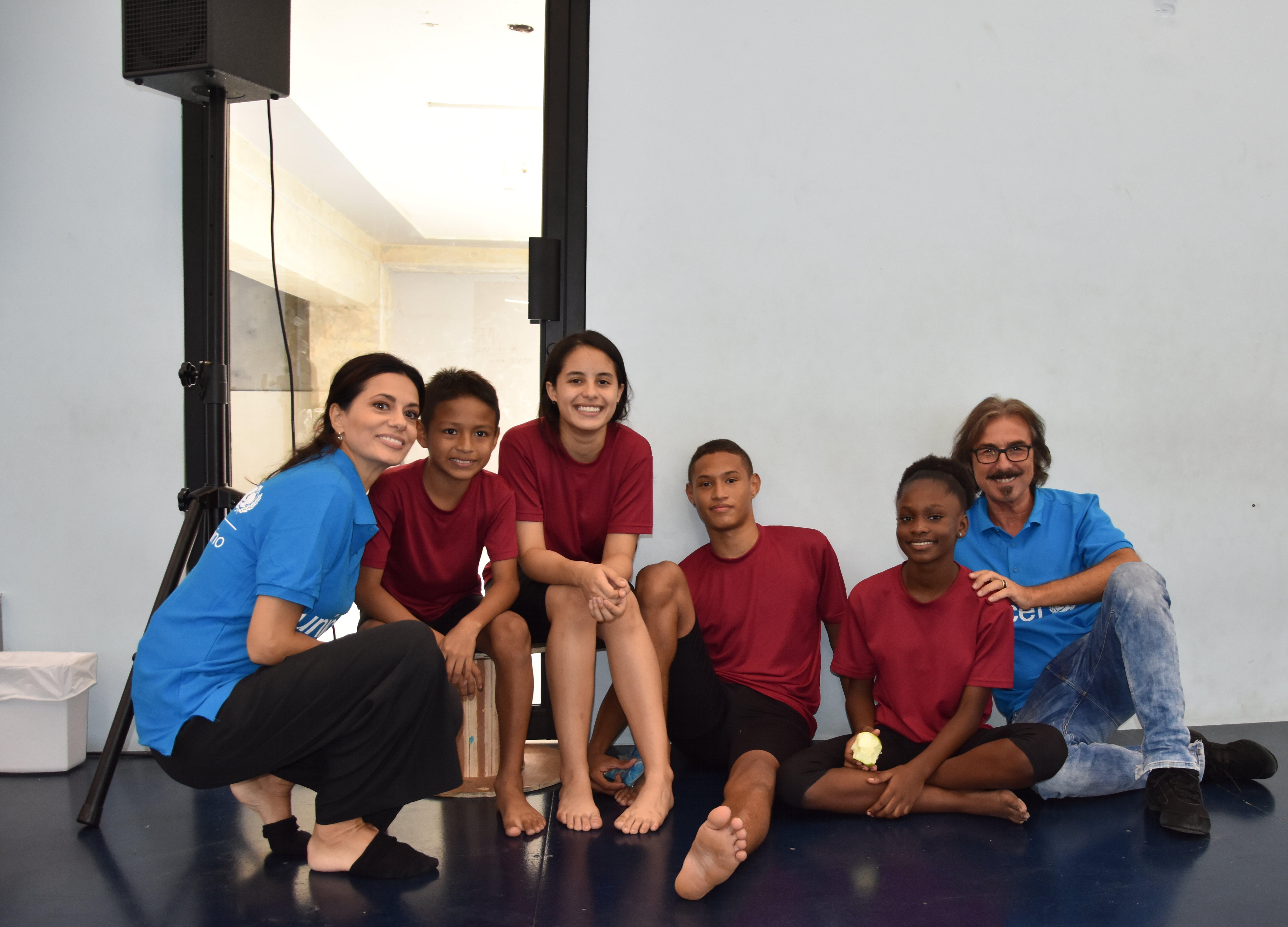Rossella Brescia e Luciano Cannito, in missione con UNICEF a Panama, visitano una scuola di danza