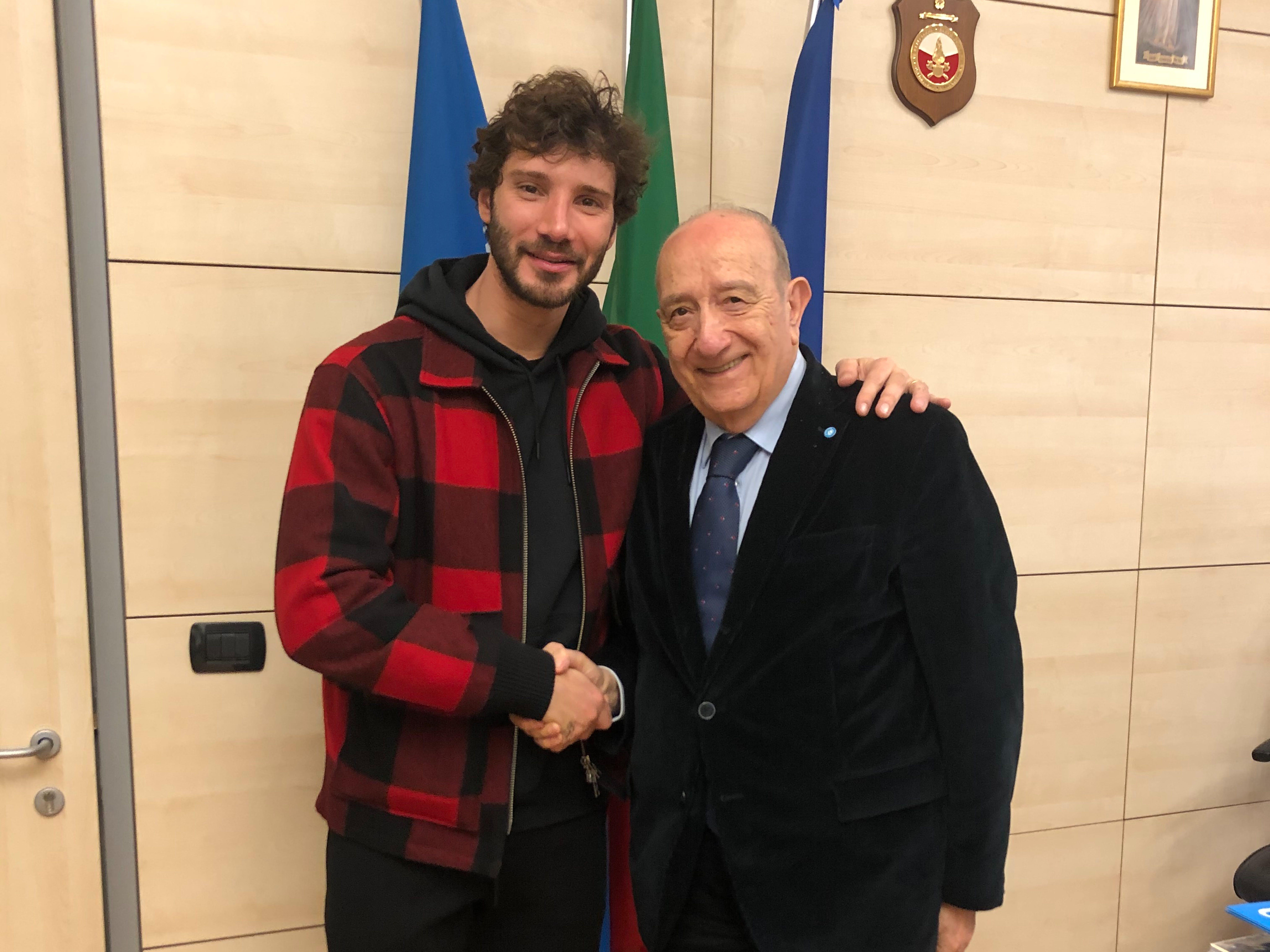 Stefano De Martino con il Presidente di UNICEF Samengo