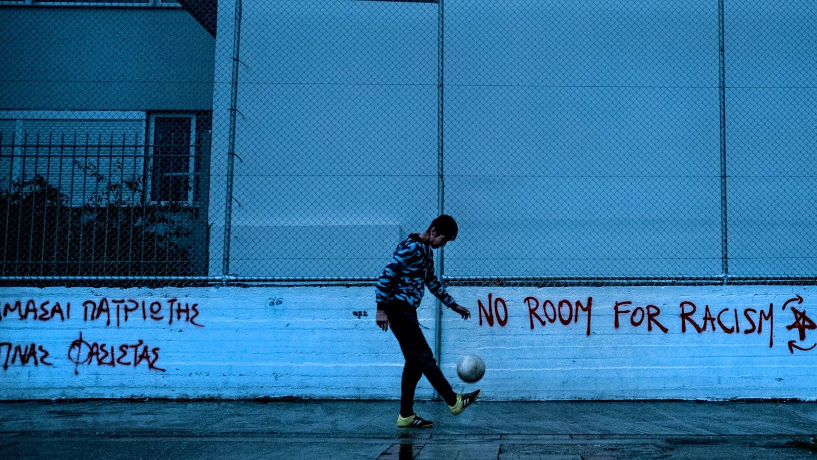No room for racism. Jalil, 15 anni, è un minore non accompagnato dell'Afghanistan
