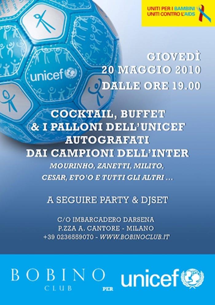 Milano, al Bobino club i mini palloni UNICEF autografati dall'Inter