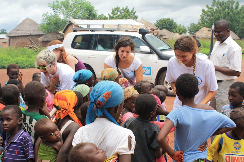 A scuola con MTV: Brenda e Cadio al liceo Montale per l'UNICEF