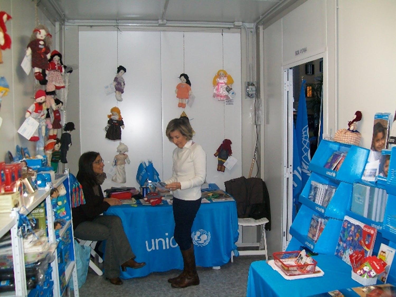 A Livorno un box per adottare le pigotte e acquistare i prodotti dell'UNICEF
