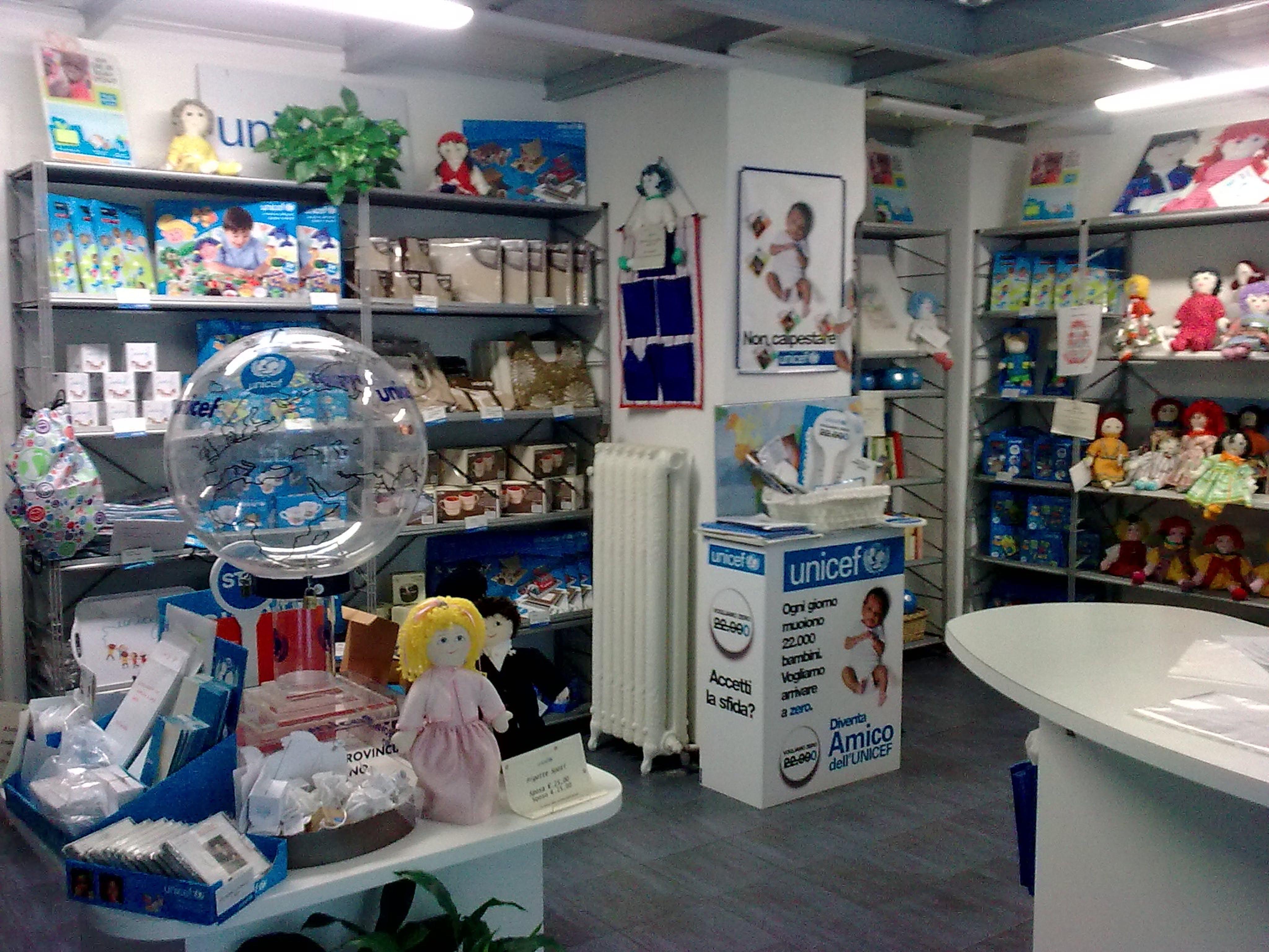 I prodotti dell'UNICEF al Centro Commerciale Bonola di Milano