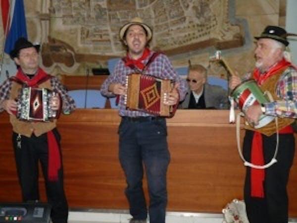 A Pesaro la rievocazione storica della trebbiatura
