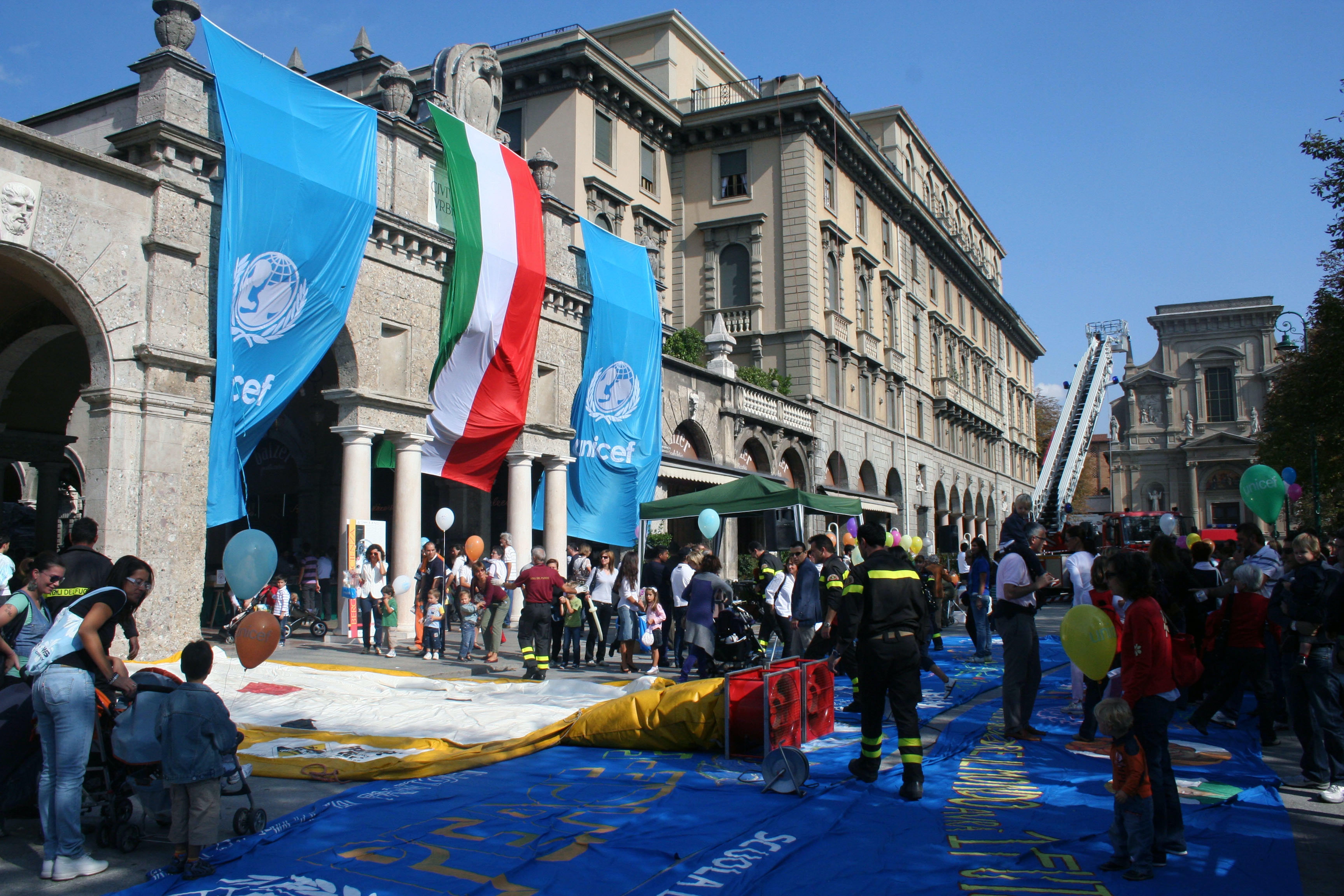 A Bergamo il Children's Day dei Vigili del Fuoco e UNICEF