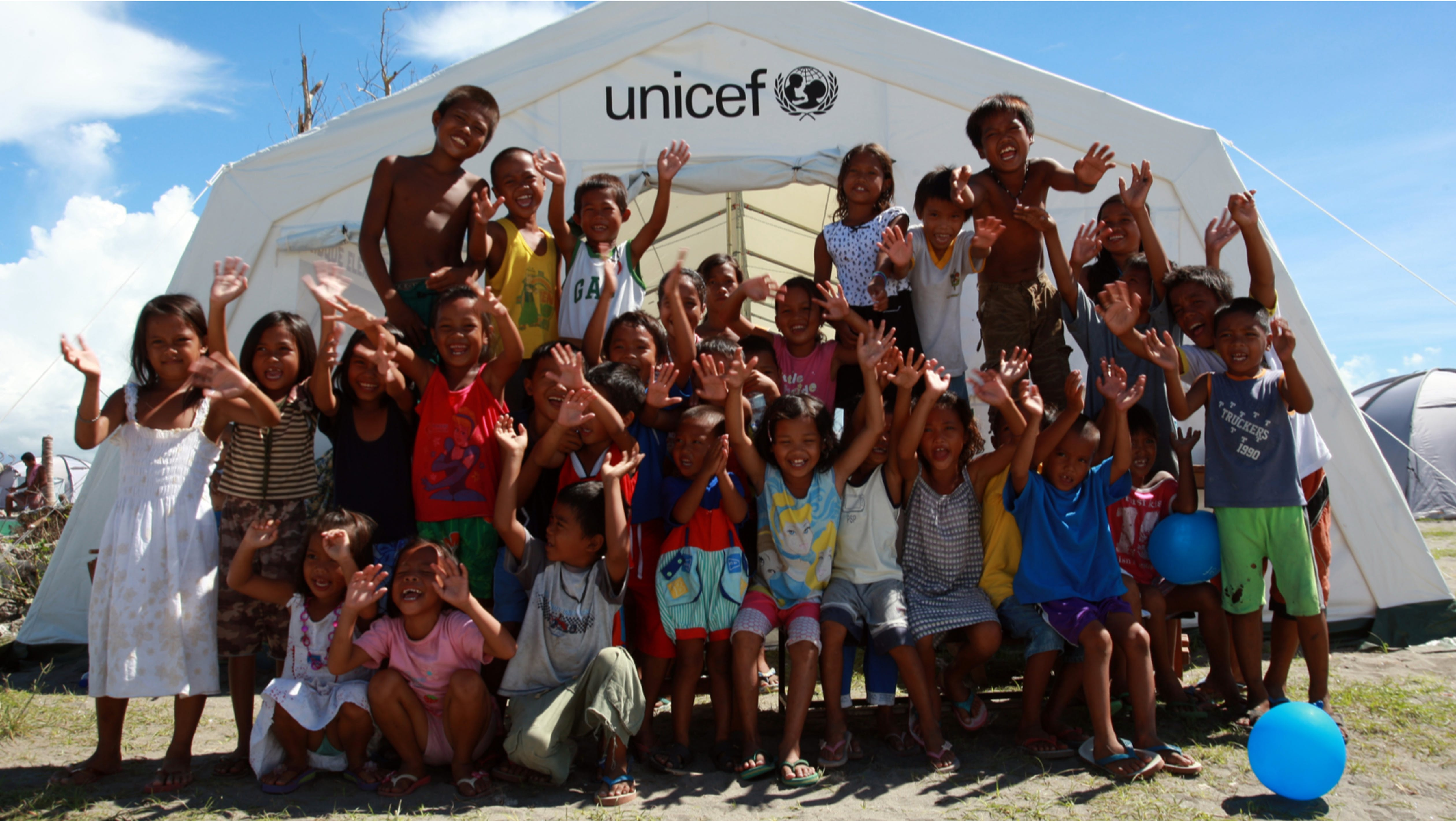 Una scuola per bambini a Manila nelle Filippine, durante l'emergenza del tifone