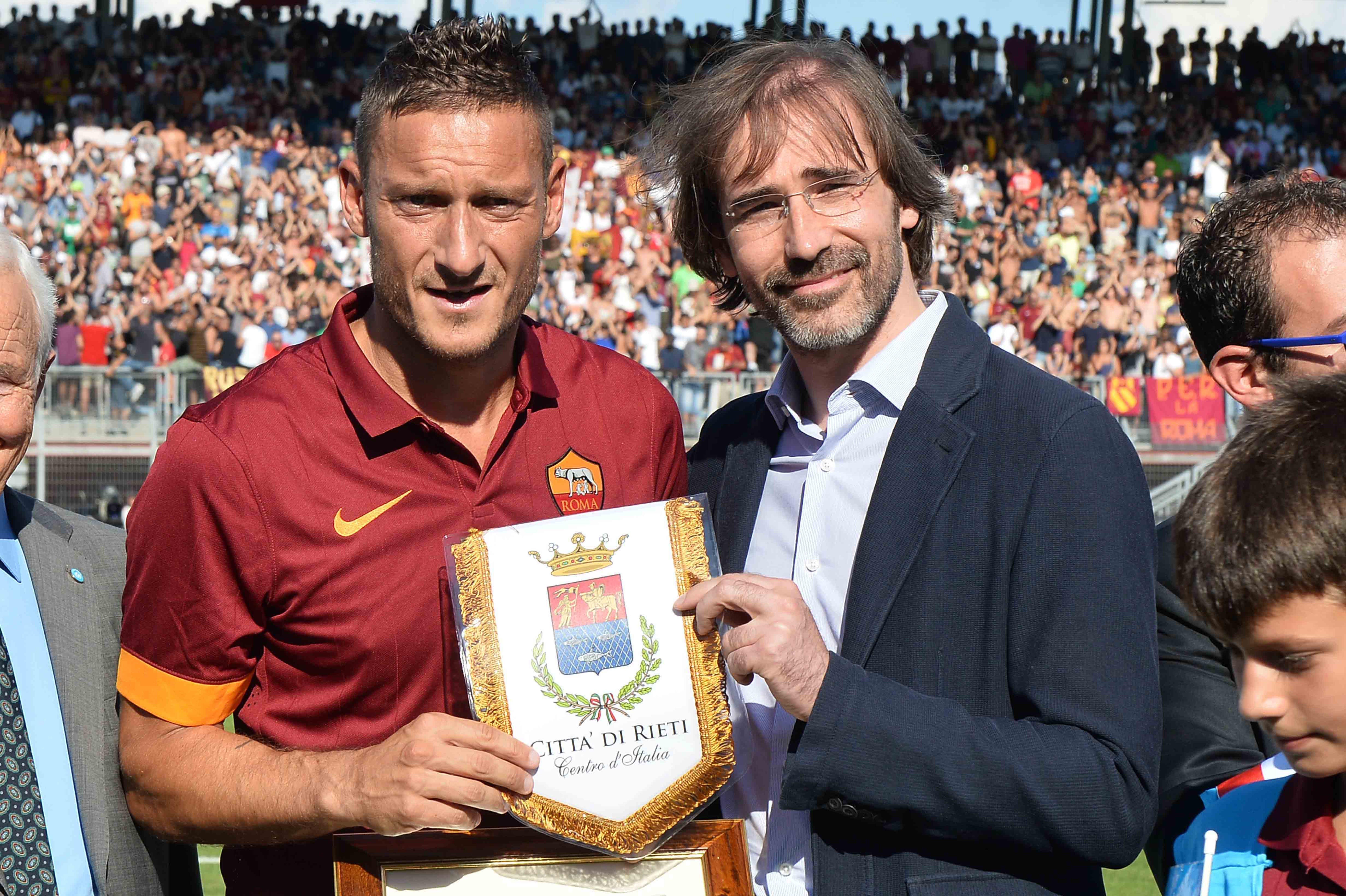 Francesco Totti premiato a Rieti per il Suo impegno in UNICEF