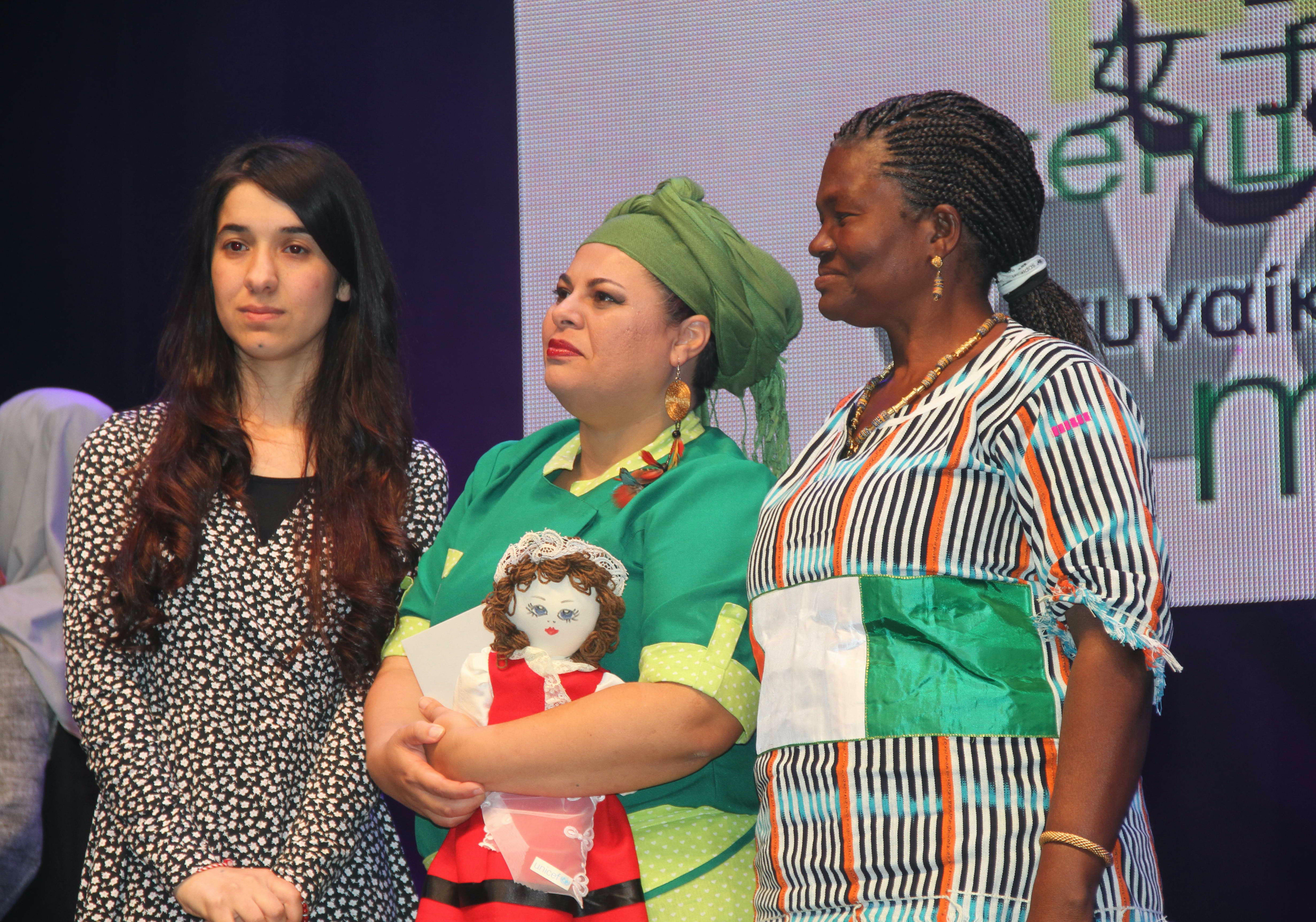 Yazida Nadia Murad Basee Taha con la Pigotta