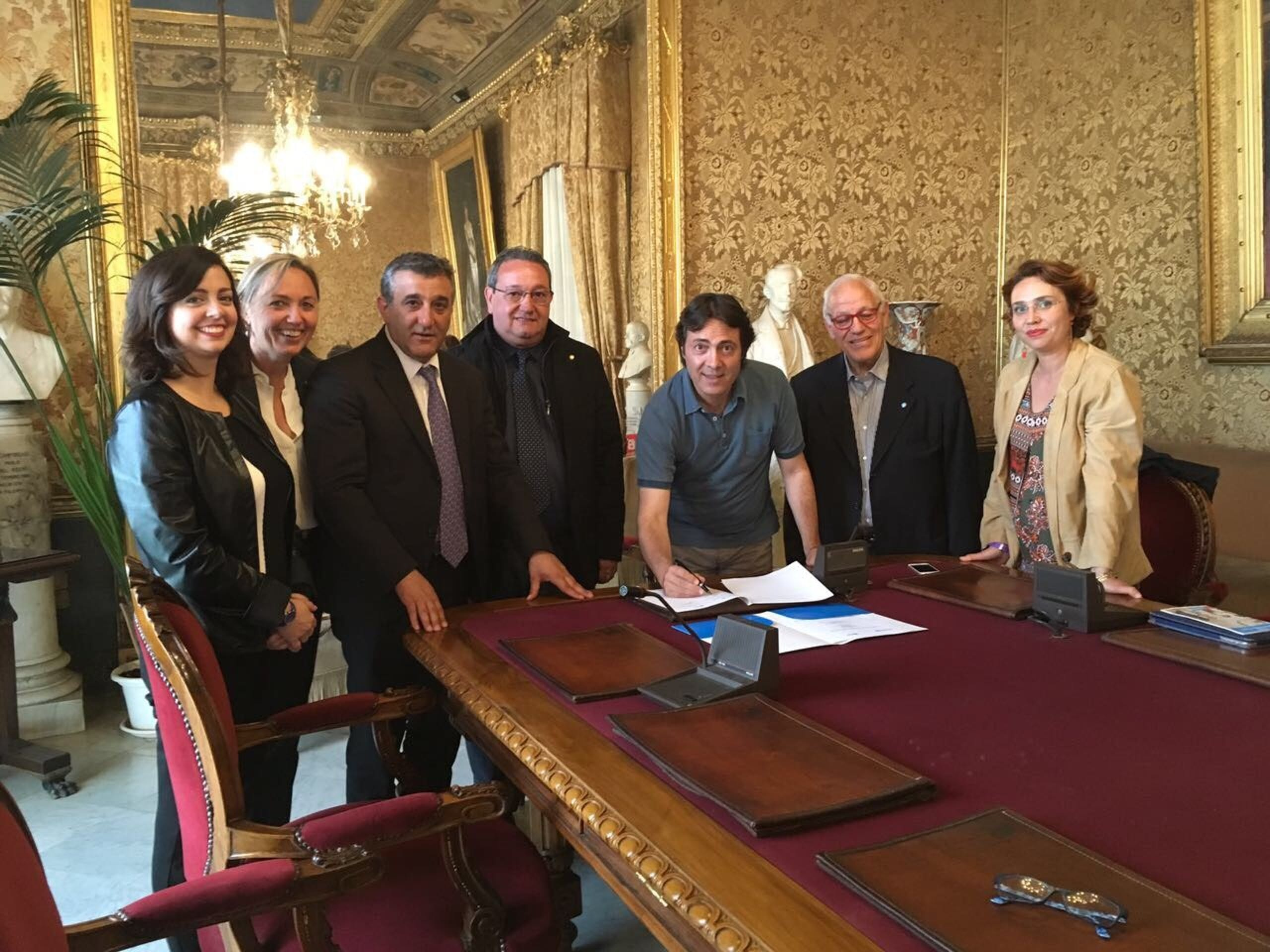 Il momento della firma del Protocollo