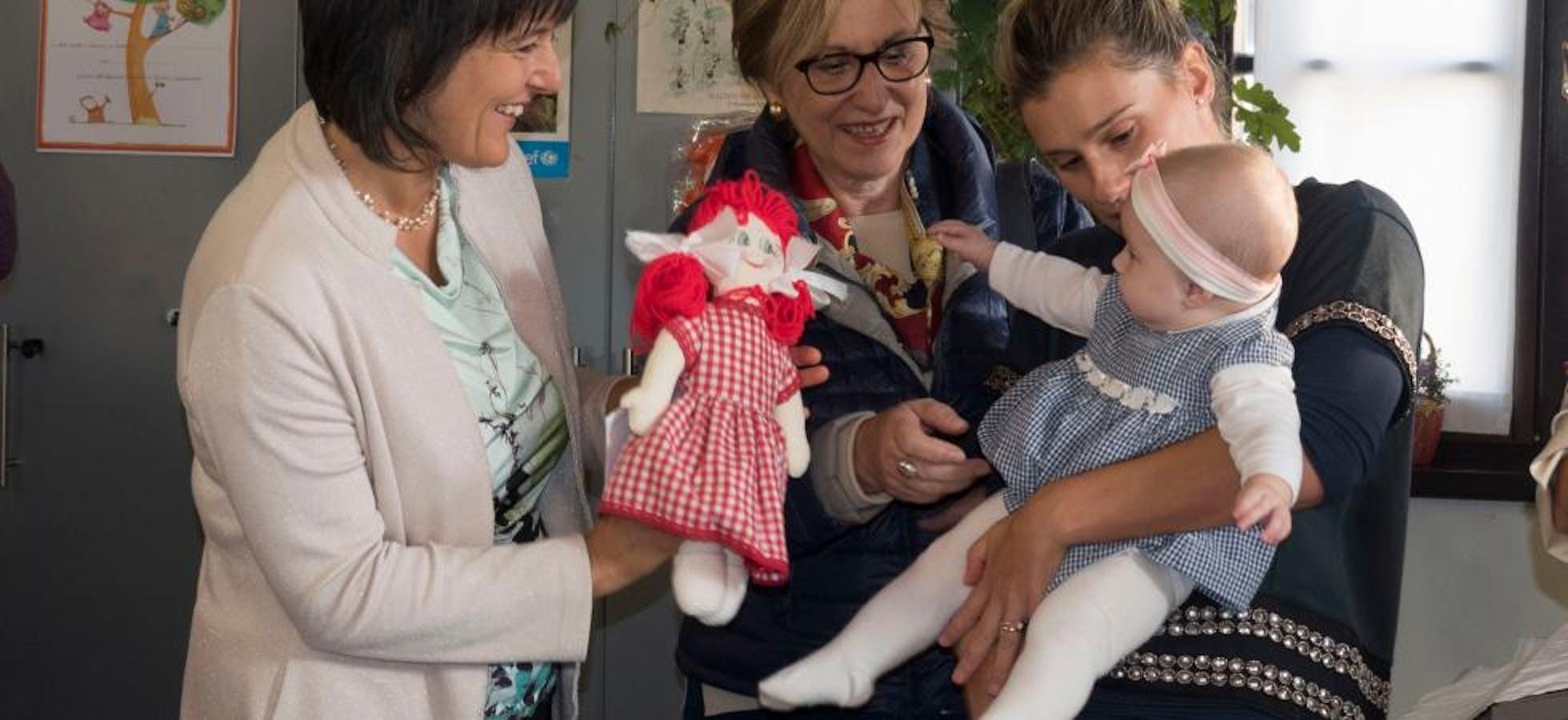 A Trento, l' iscrizione all'anagrafe diventa una festa, con la Pigotta UNICEF