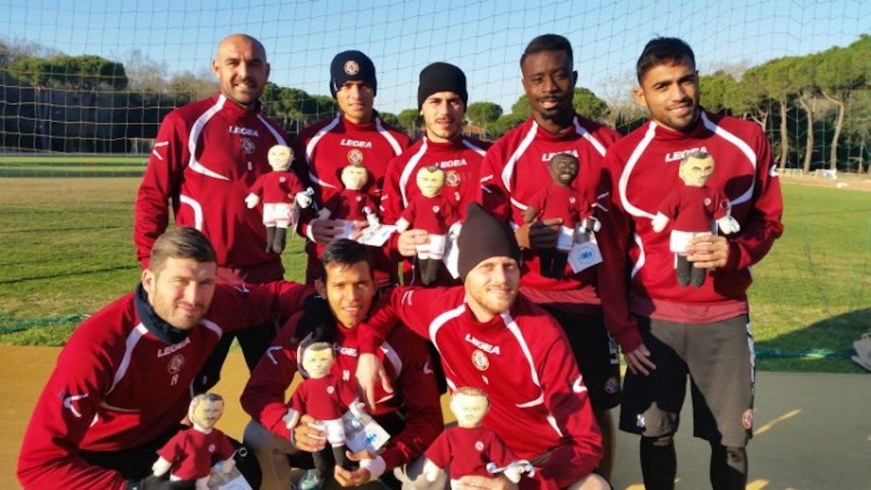I calciatori con le loro Pigotte