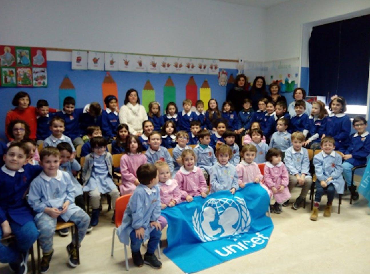 La scuola dell'infanzia, la seconda e la terza della primaria con le docenti