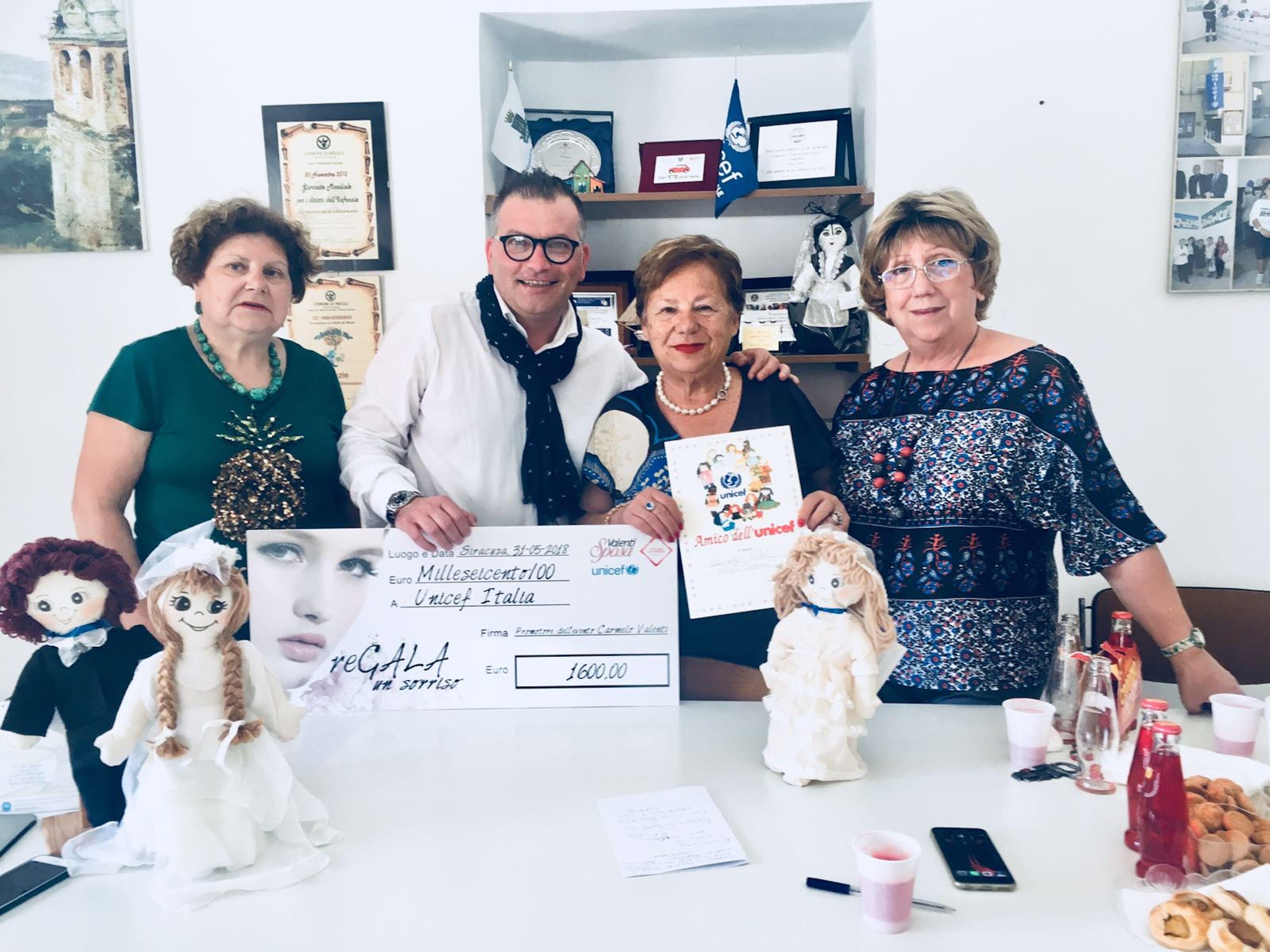 Carmela Pace e Pina Cannizzo ricevono 1.600 euro raccolti per l'UNICEF