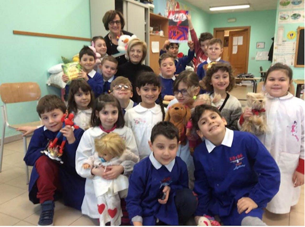 Le insegnanti Maddalena Ciccarone e Rosa Dimichino con la classe seconda