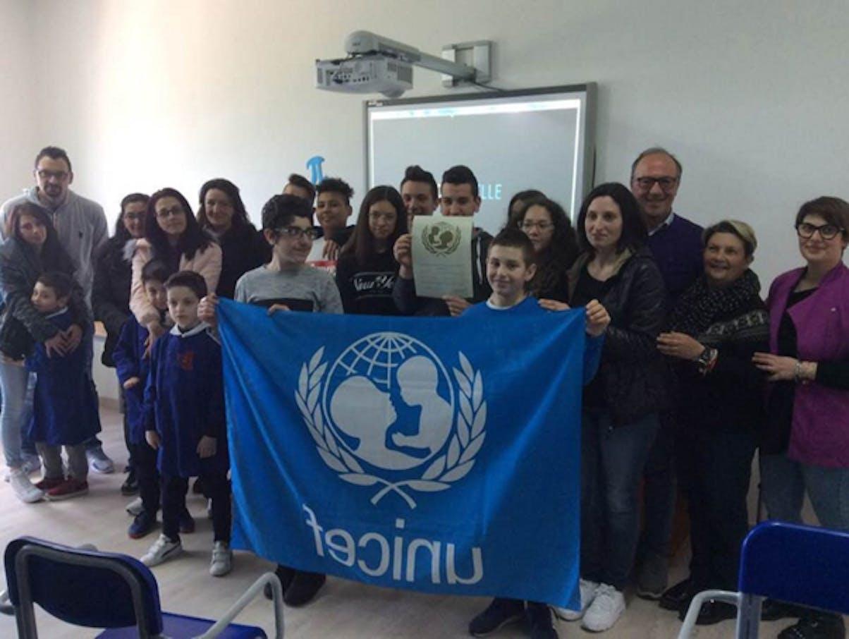 I ragazzi e i genitori di Castelgrande con la docente Angiolillo e Mario Coviello