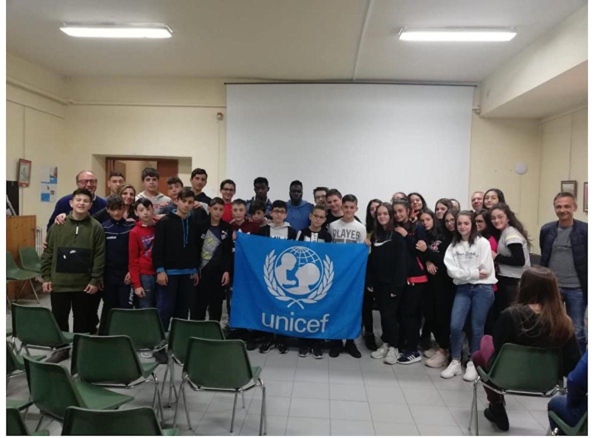 I ragazzi della scuola media di Oppido Lucano con il preside Giustino Sessa